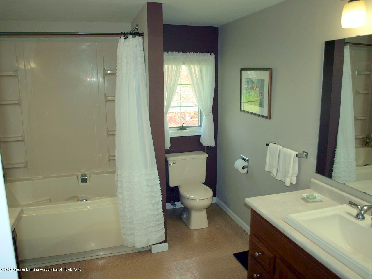 1208 S Oakland St - Bathroom - 16