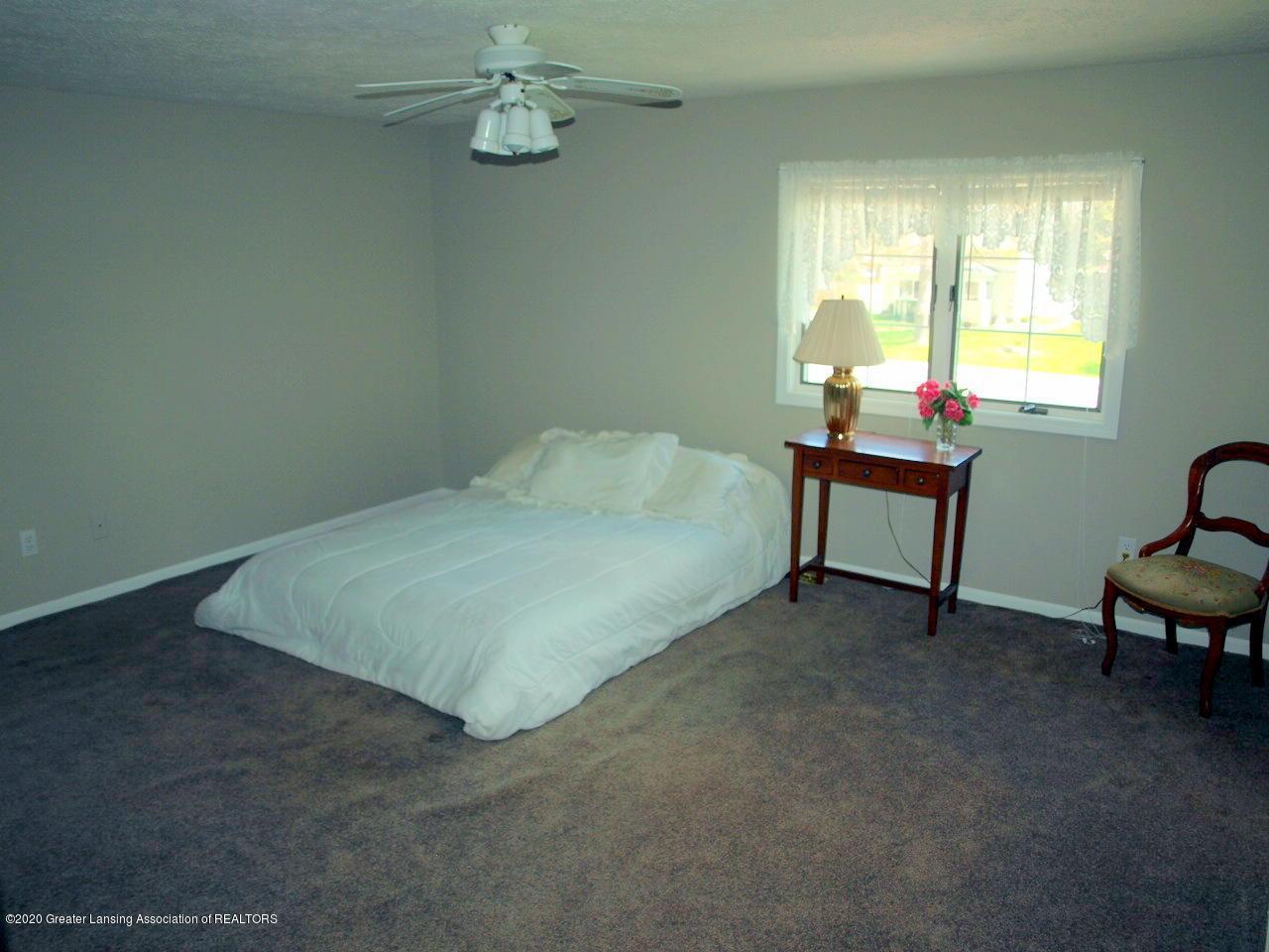 1208 S Oakland St - Bedroom - 20
