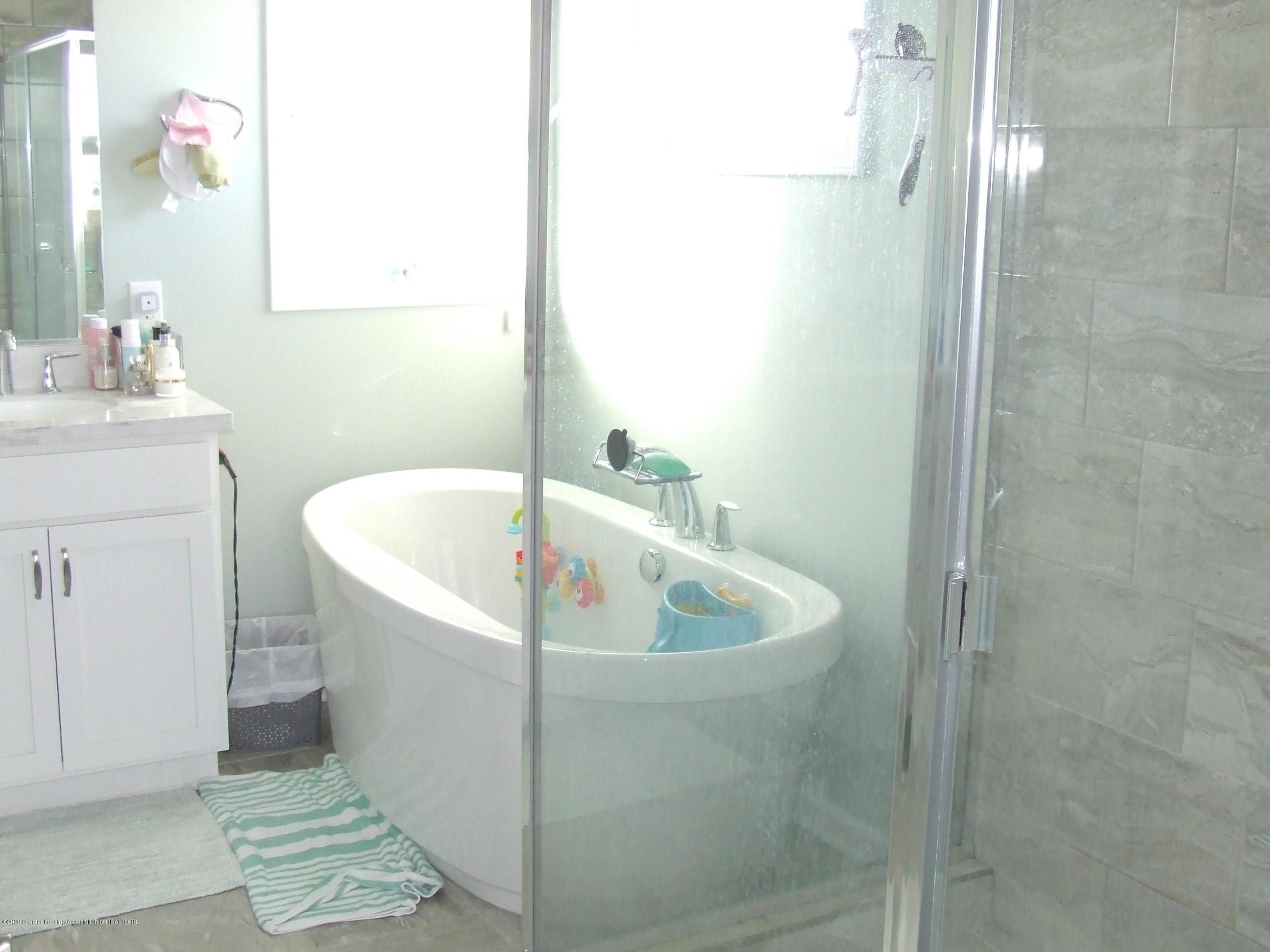 2725 Kittansett Dr - Master bathroom - 17