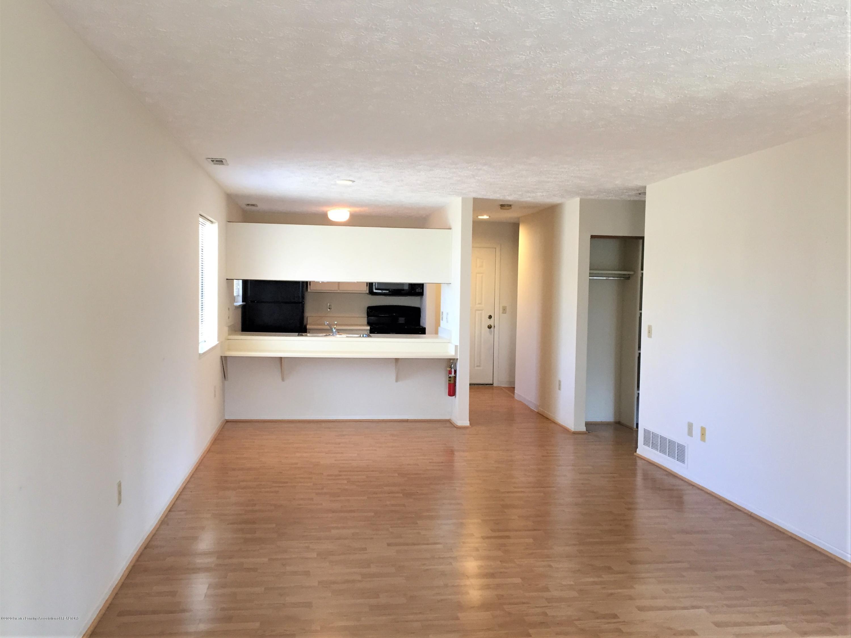 1457 E Pond Dr 36 - 7 Living Room toward kitchen - 7