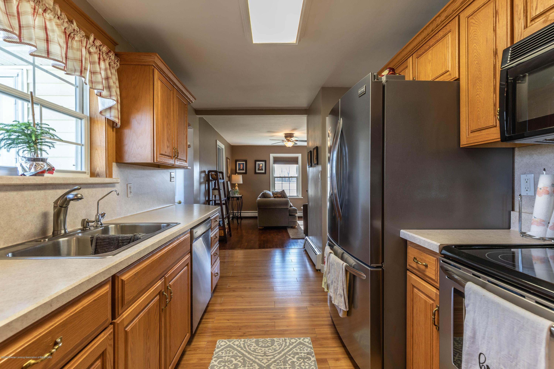 9485 Kinch Rd - Kitchen - 7