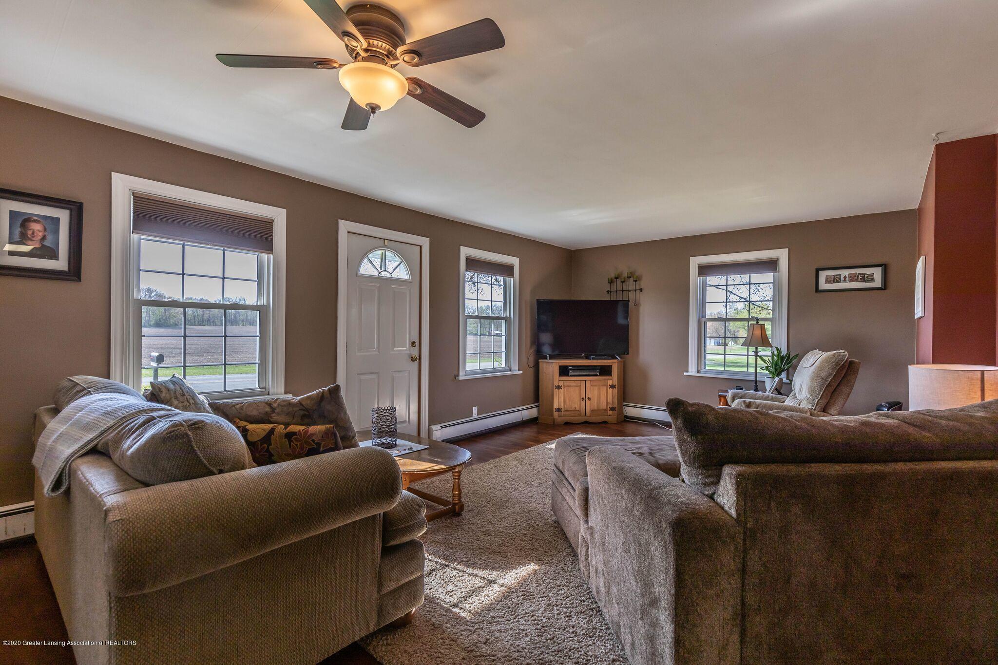 9485 Kinch Rd - Living Room - 5