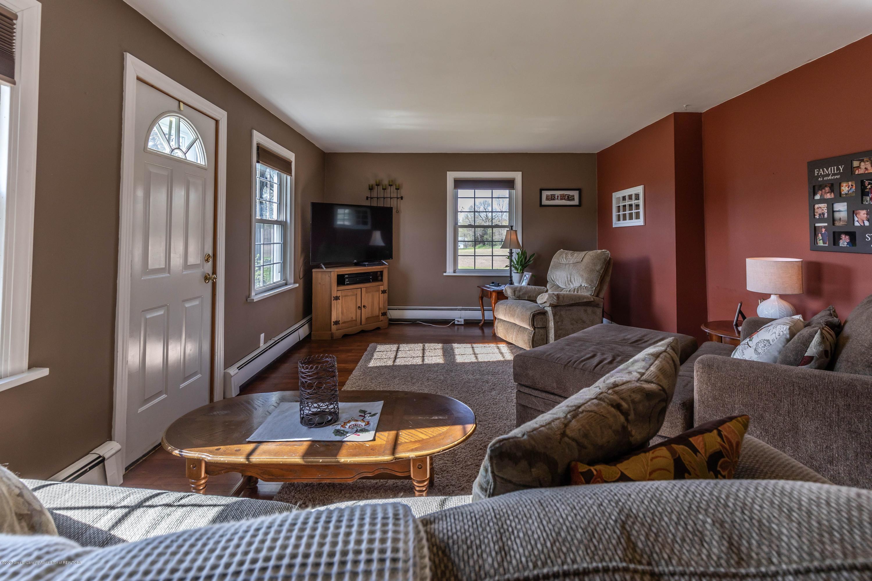 9485 Kinch Rd - Living Room2 - 4