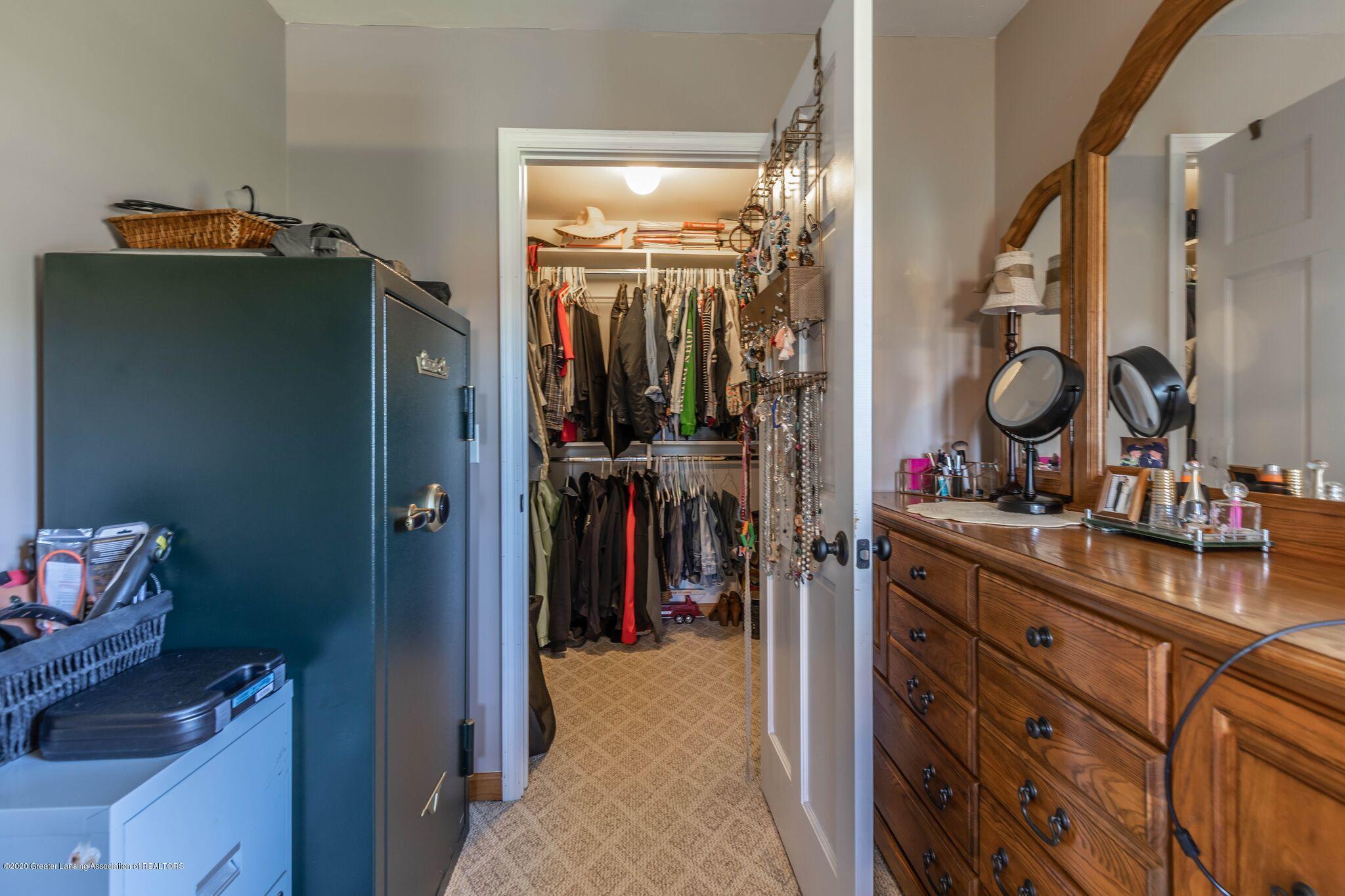 9485 Kinch Rd - Master Closet - 19