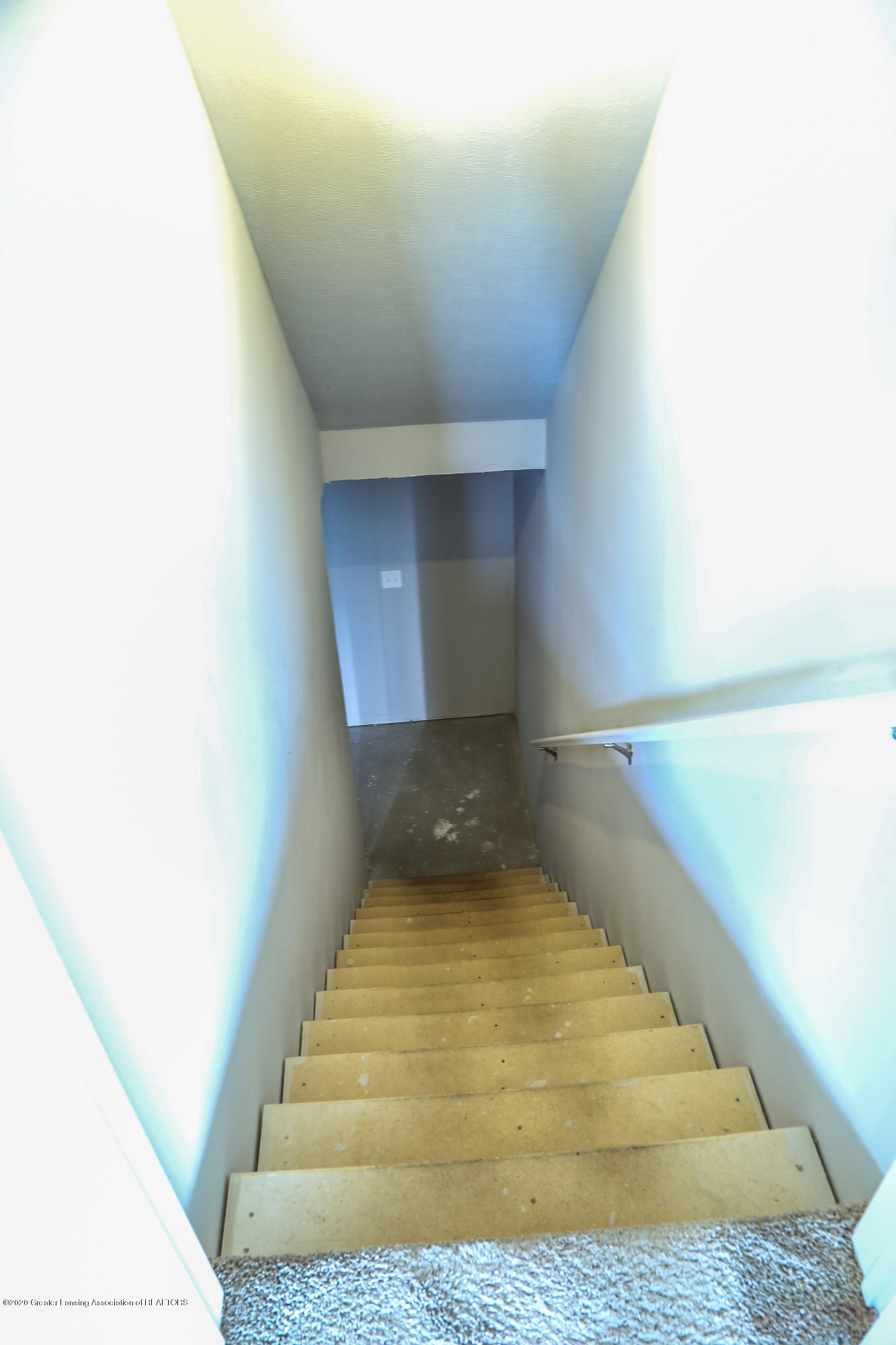 5959 Boxwood Ave - Stairs - 34