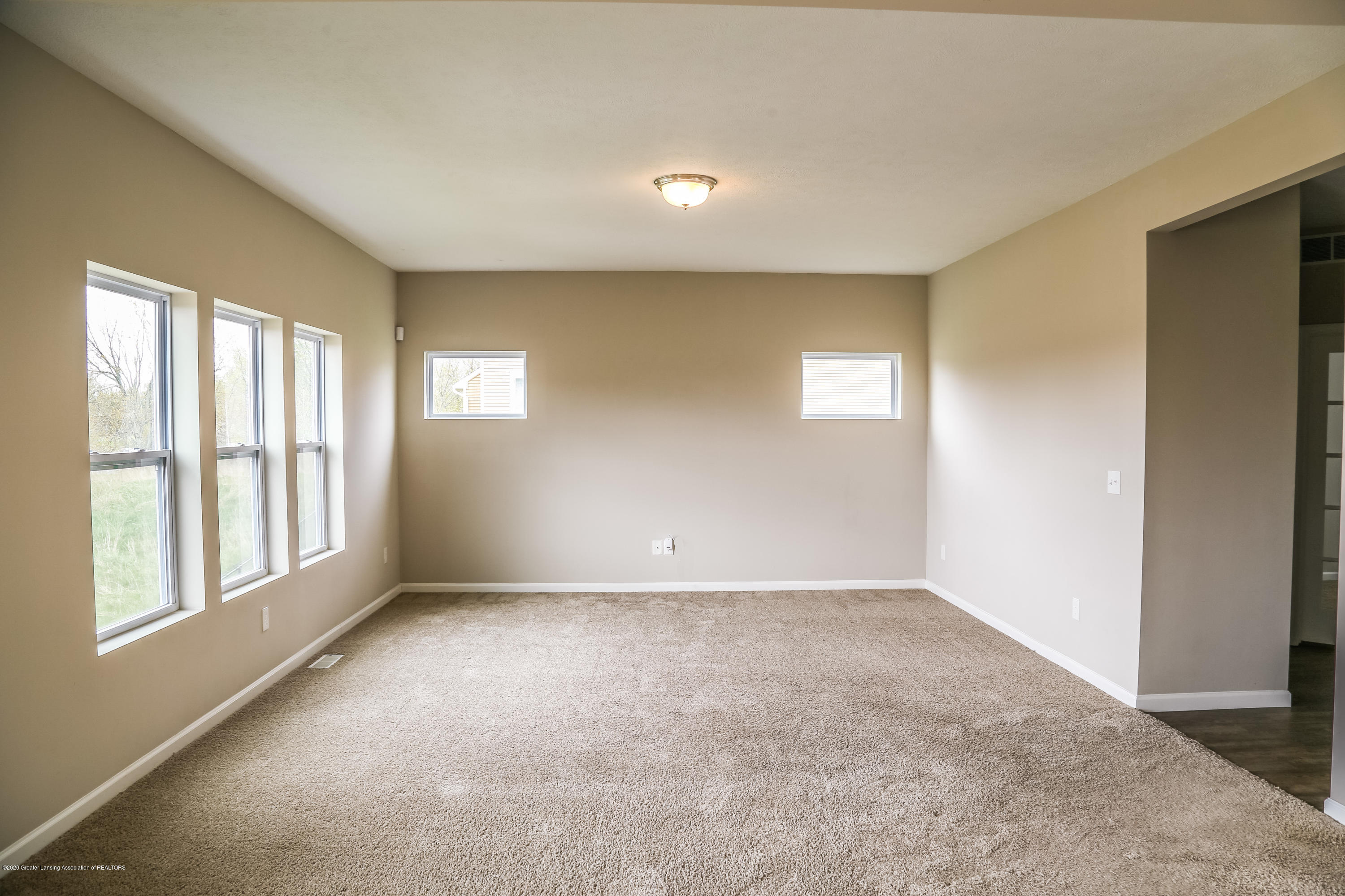 5959 Boxwood Ave - Living Room - 12