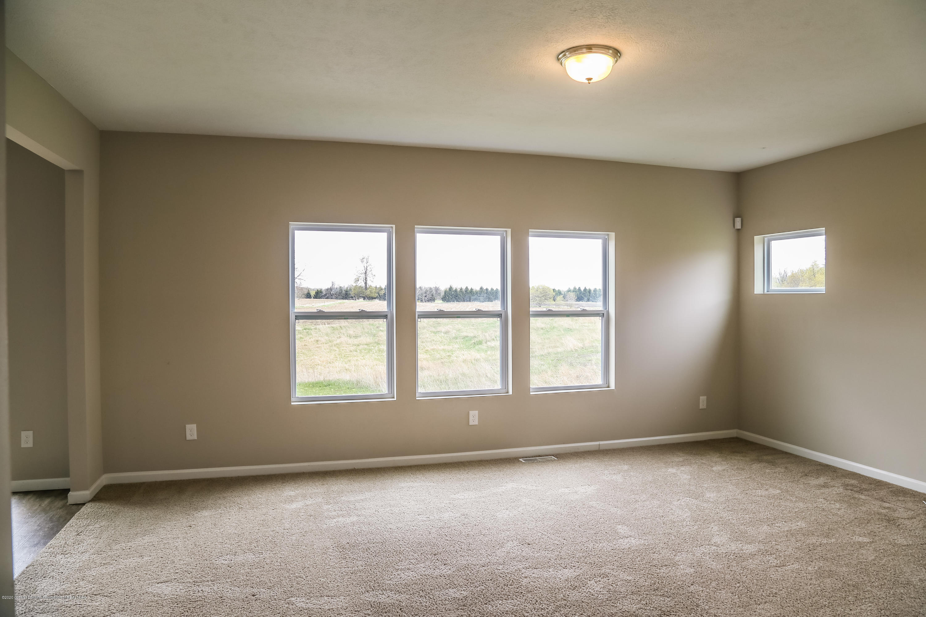 5959 Boxwood Ave - Living Room - 10