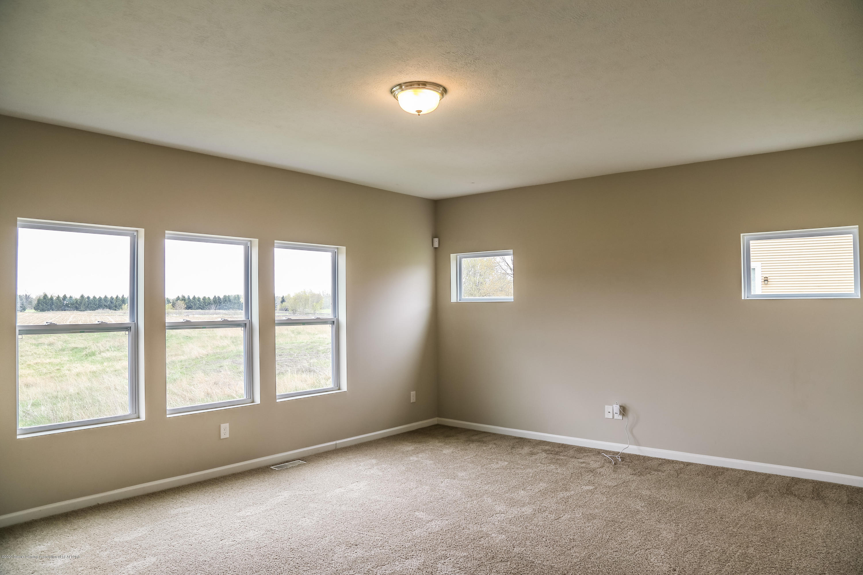 5959 Boxwood Ave - Living Room - 11