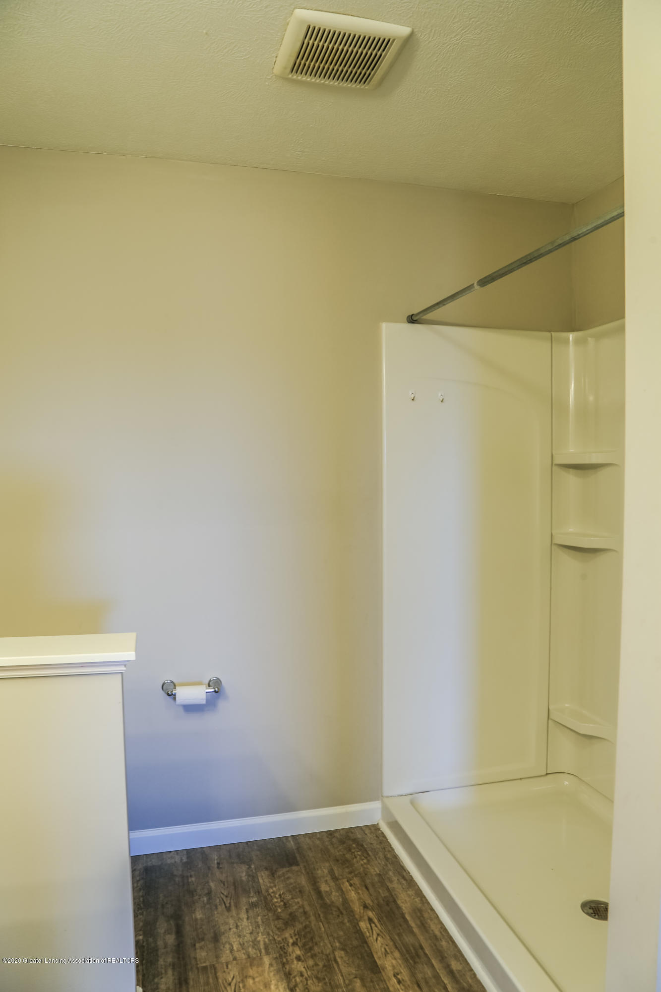 5959 Boxwood Ave - Master Bathroom - 24