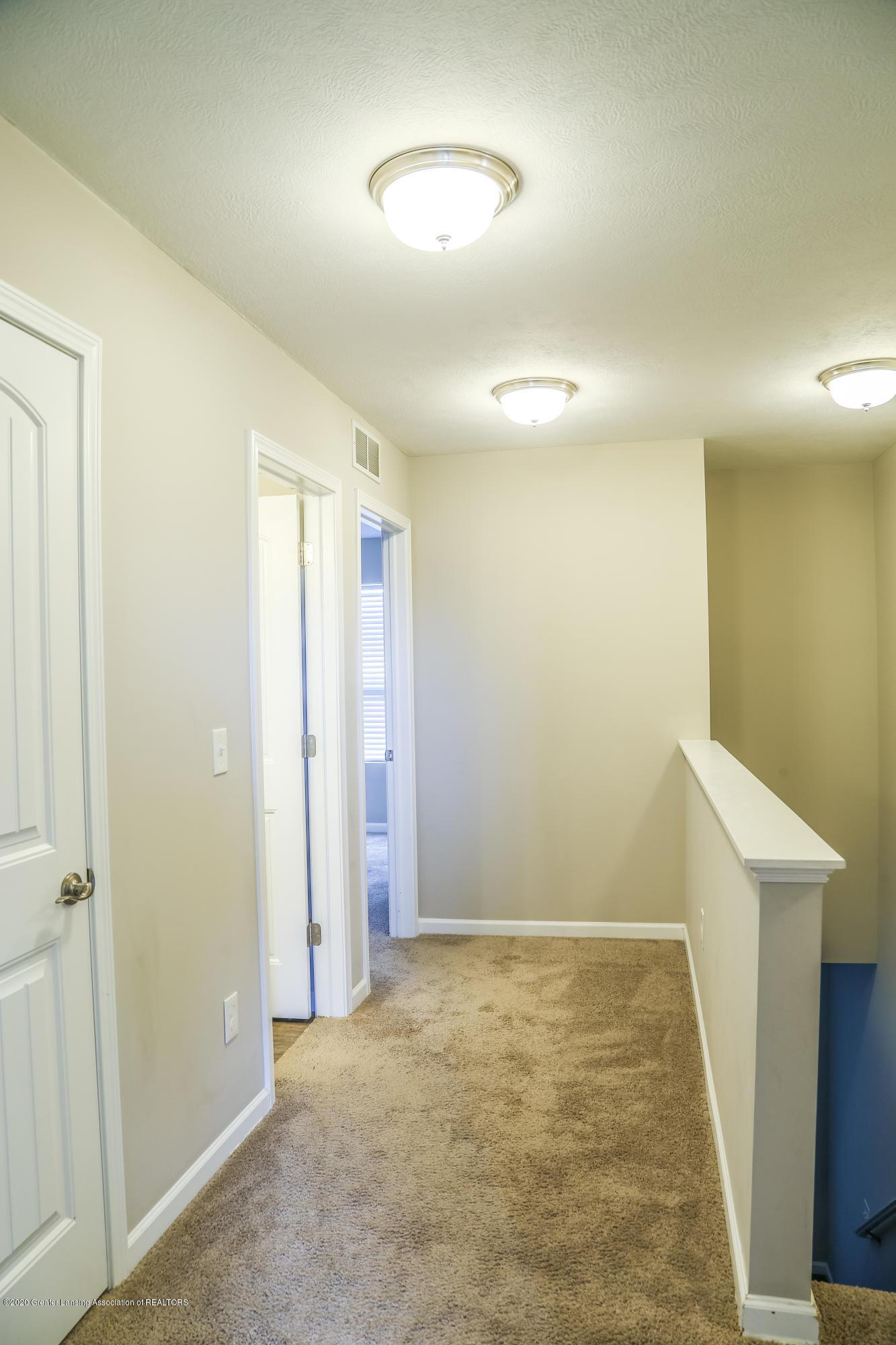 5959 Boxwood Ave - Upstairs Hallway - 26