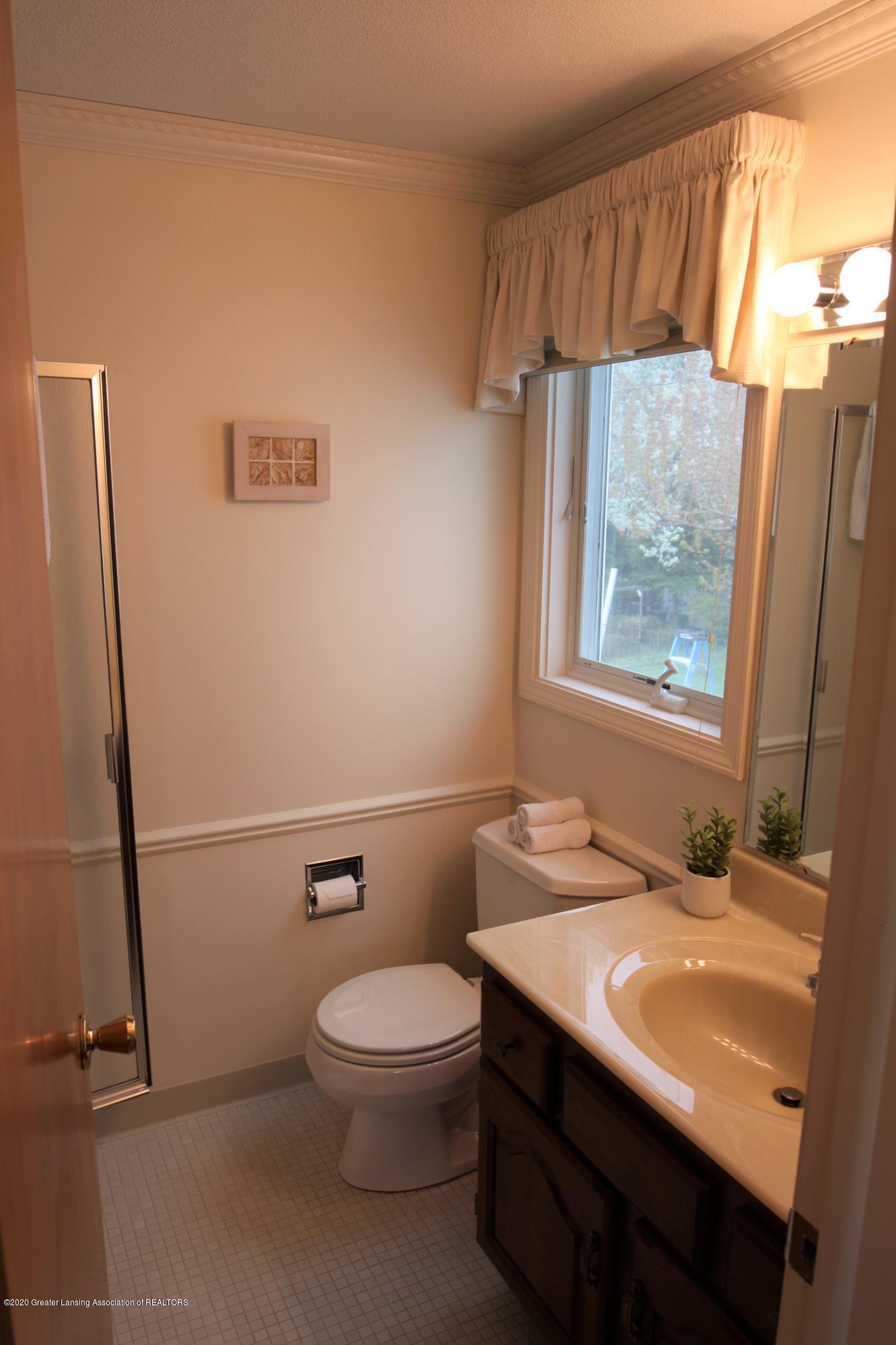 2321 Tulane Dr - Mast Bathroom - 30