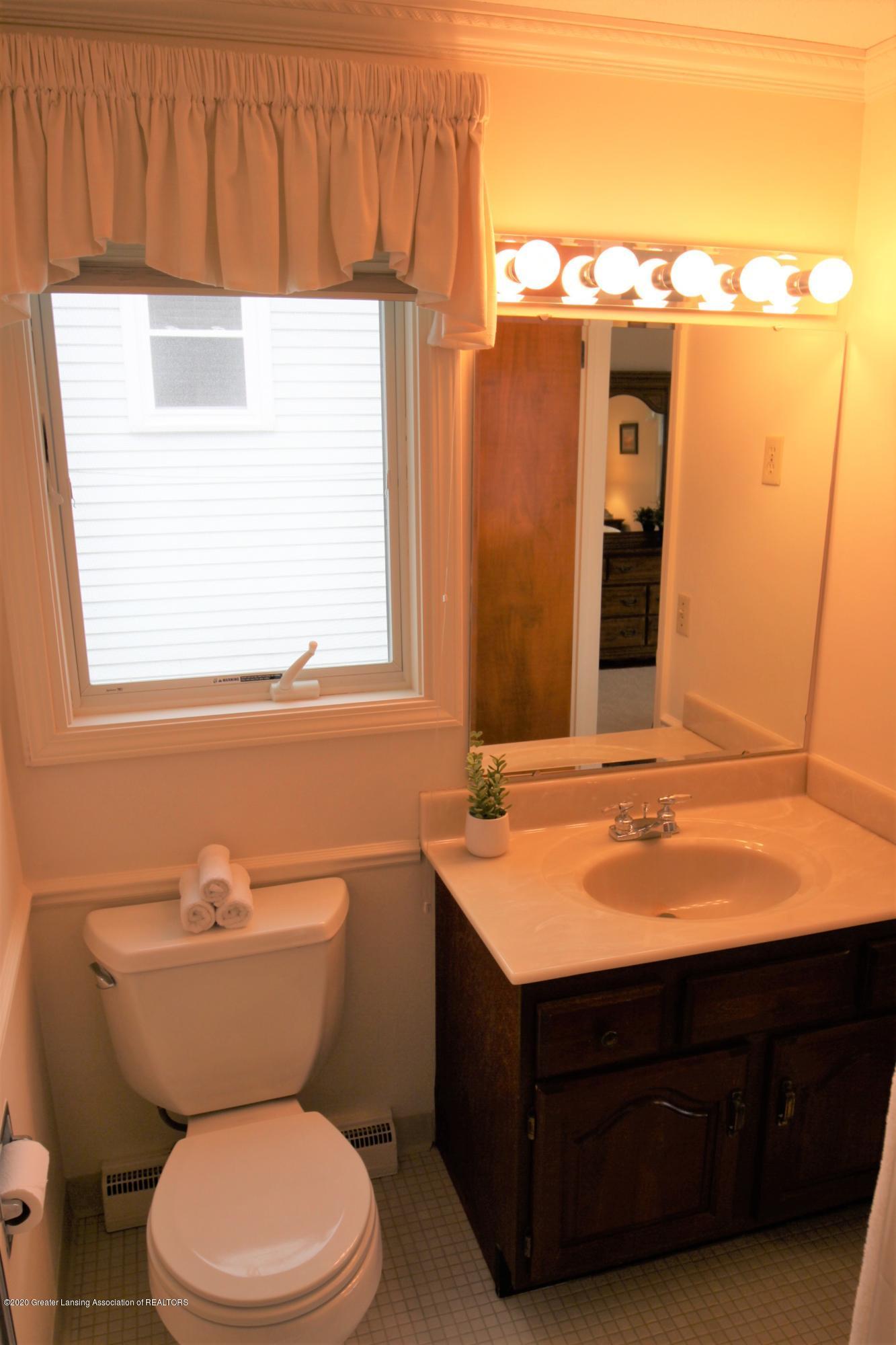 2321 Tulane Dr - Master Bathroom - 31