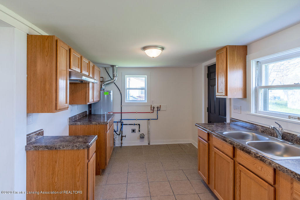 3523 Jewell Ave - Kitchen/Laundry - 8