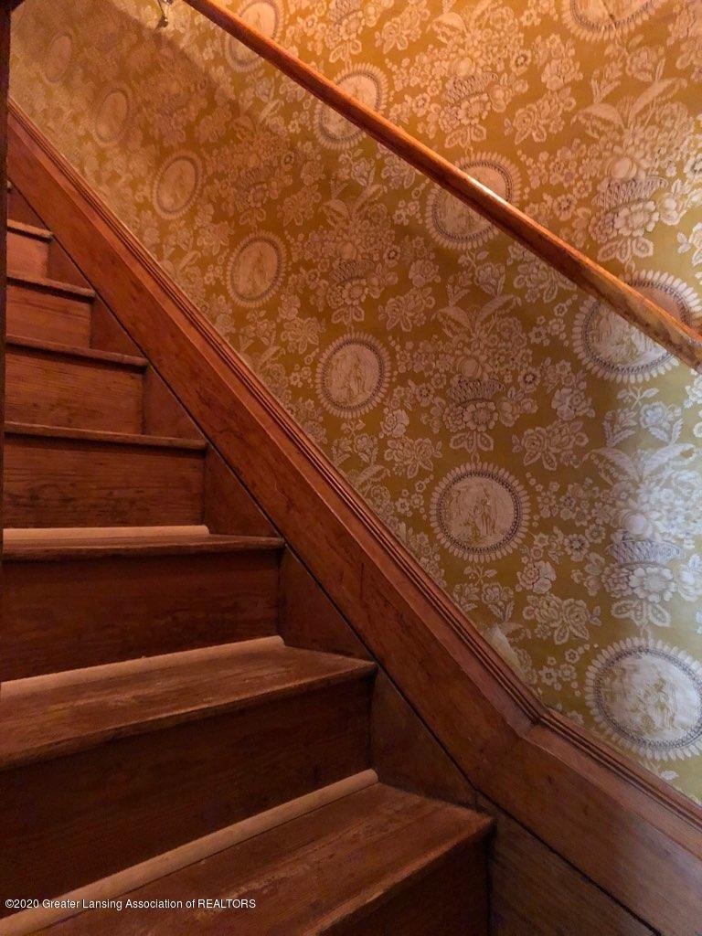 861 S Barnes St - ORIGINAL STAIRS - 23