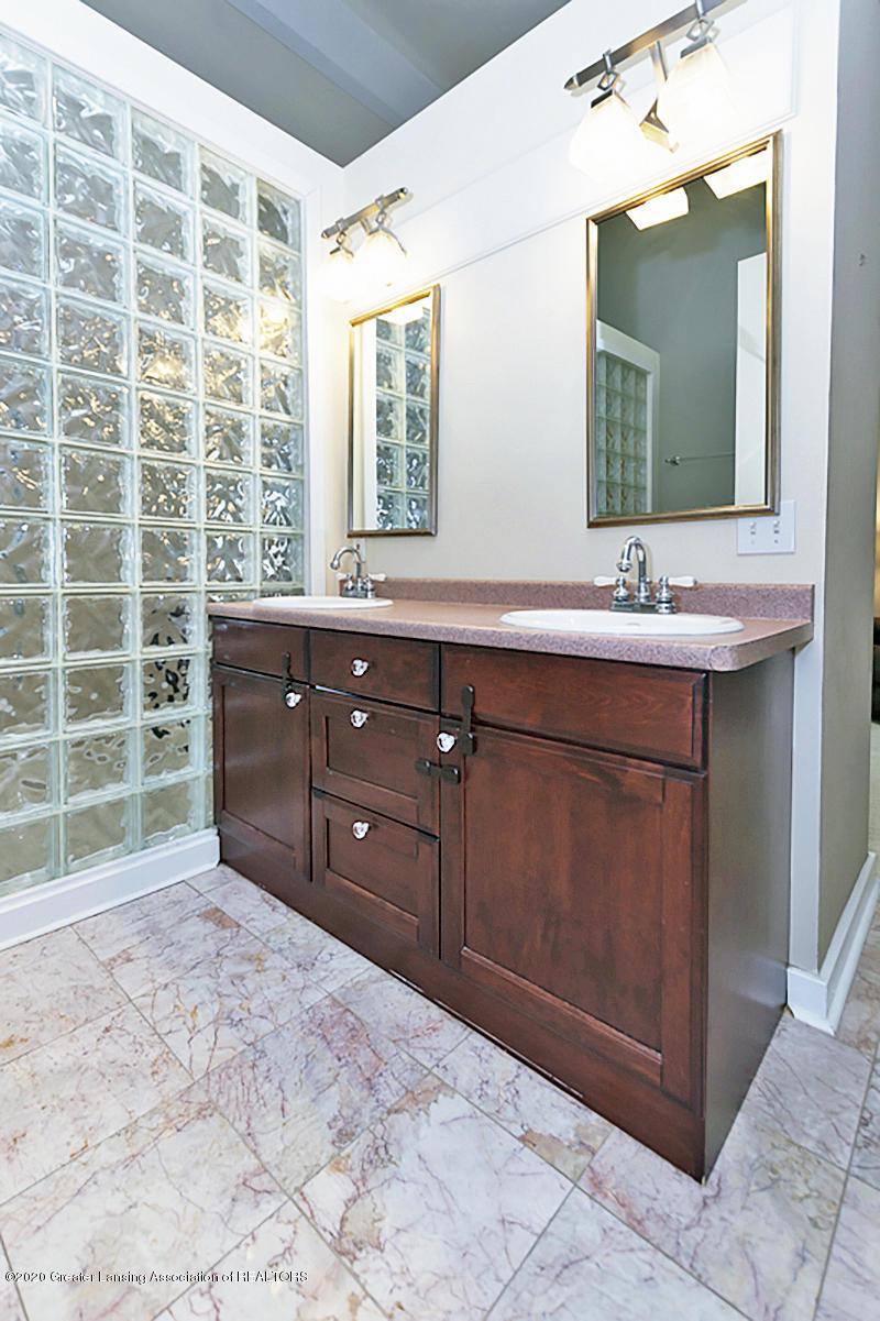 821 Sunset Ln - Master Bathroom - 27