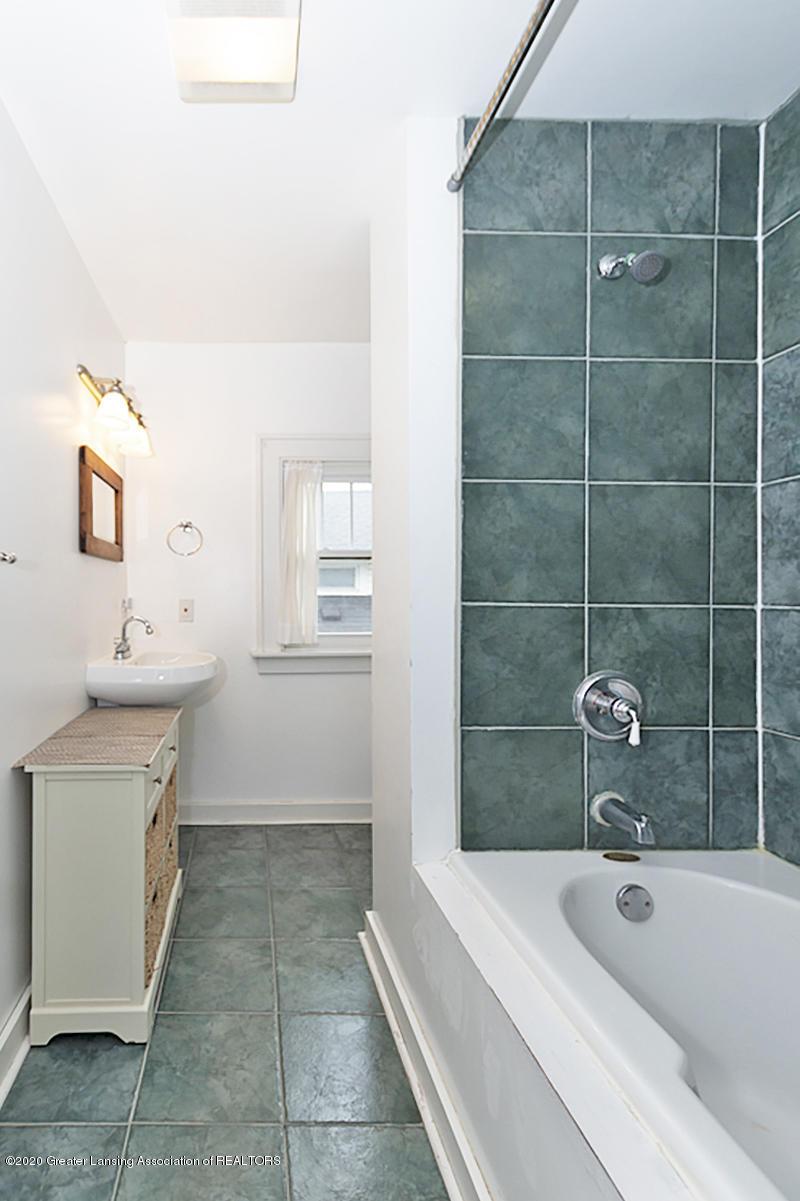 821 Sunset Ln - 2nd Bathroom - 30