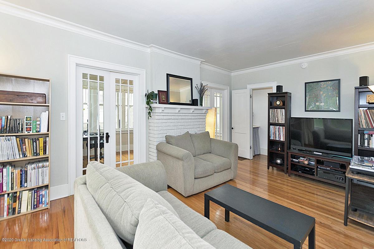 821 Sunset Ln - Living Room - 9