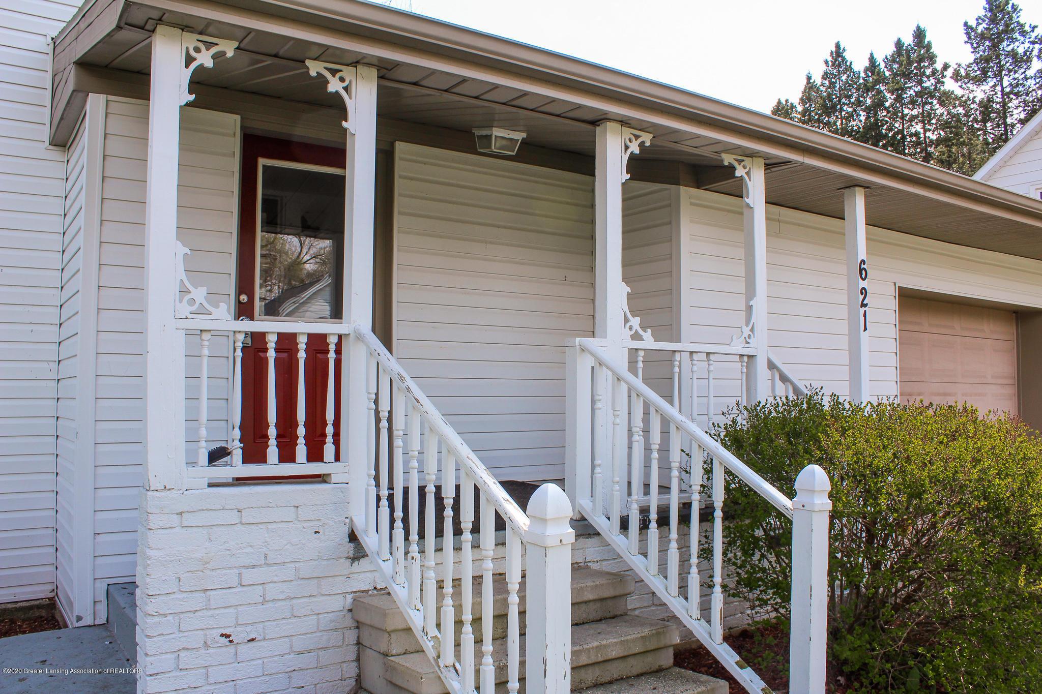 621 Pleasant St - Pretty Front Porch - 4