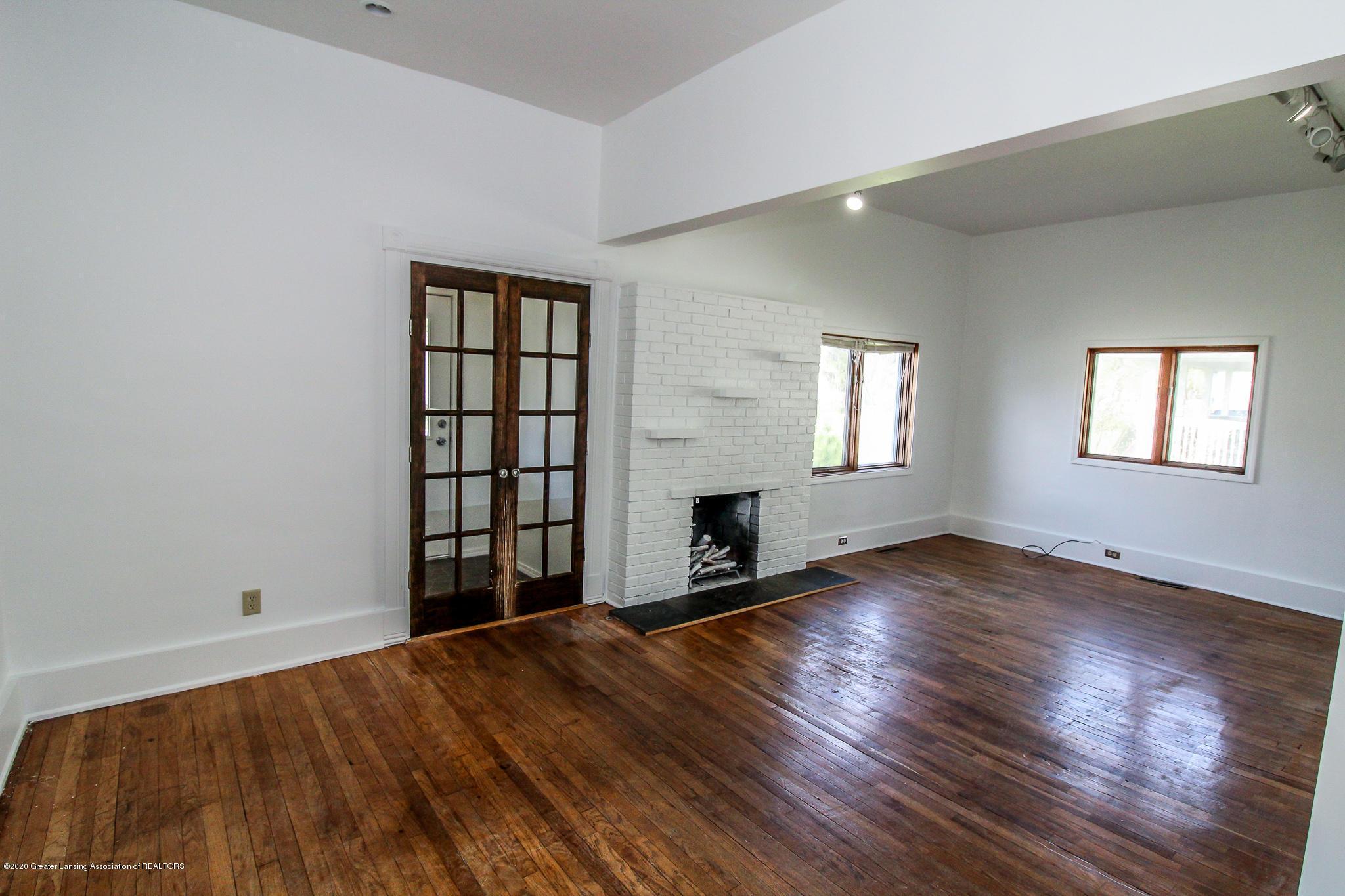 621 Pleasant St - Living Room/Dining Room - 8