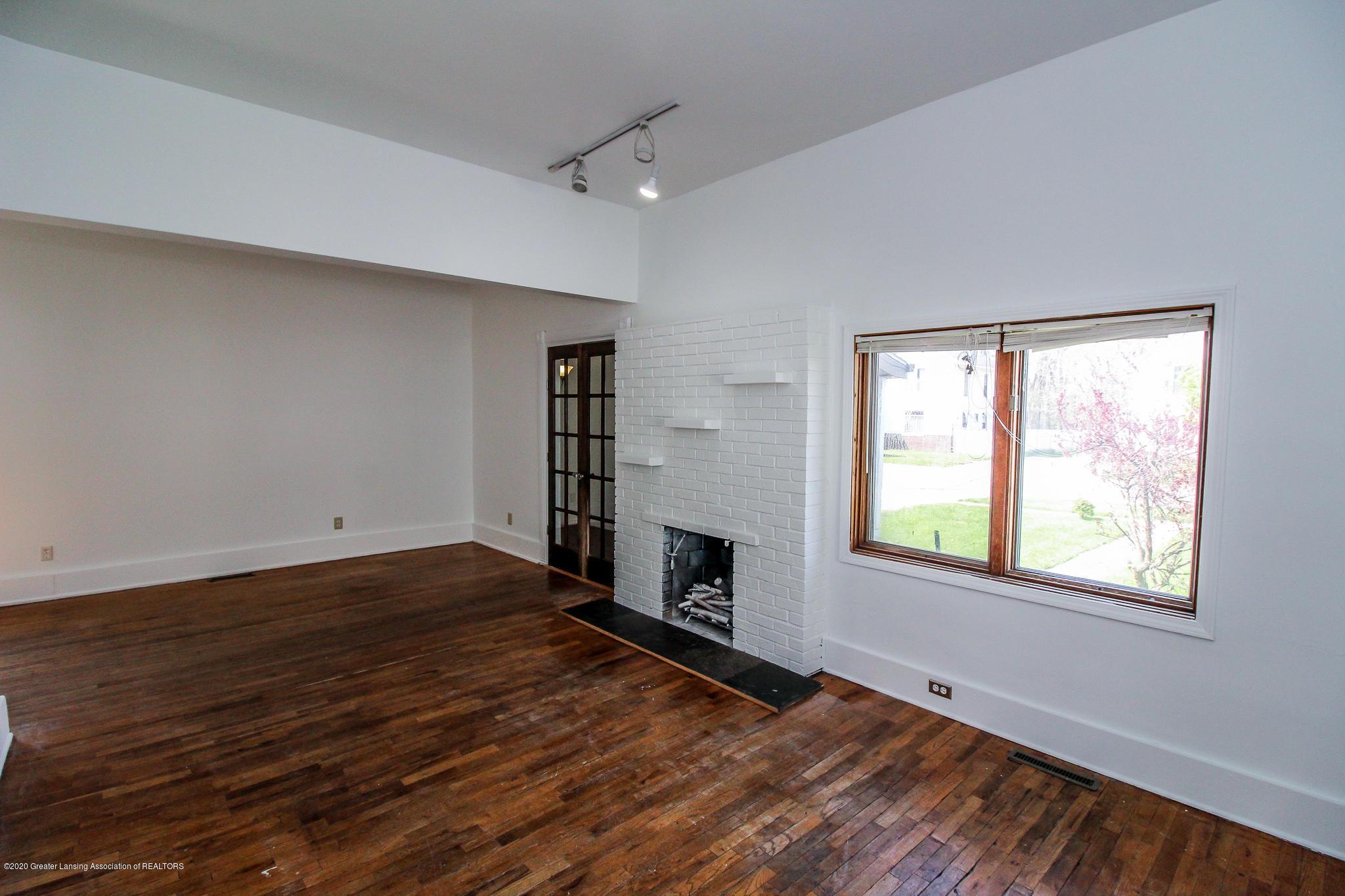 621 Pleasant St - Living Room - 10