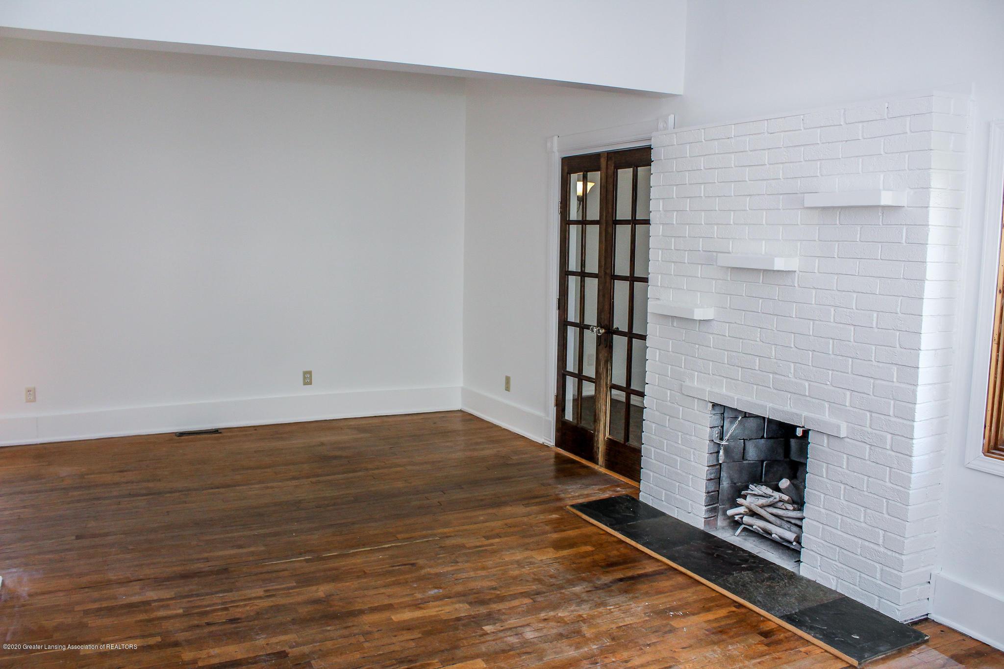 621 Pleasant St - Fireplace - 11