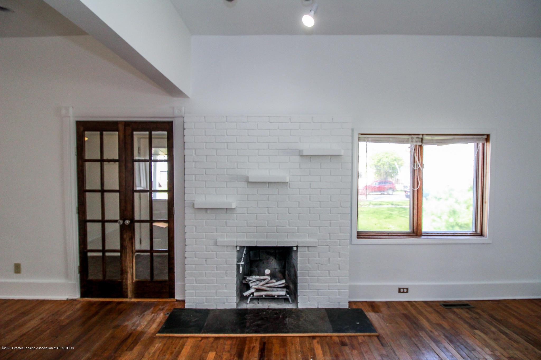 621 Pleasant St - Living Room - 12