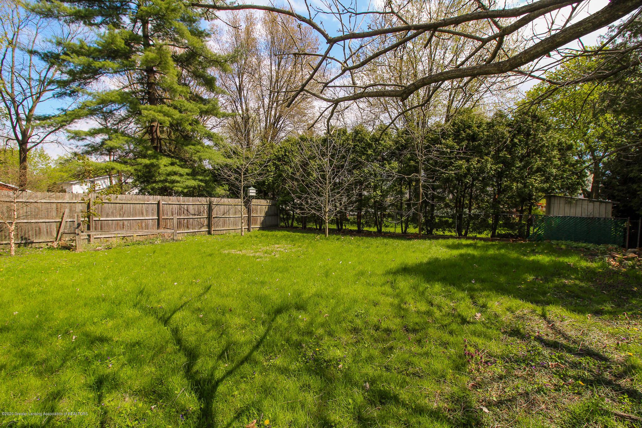621 Pleasant St - Fenced in Yard - 36