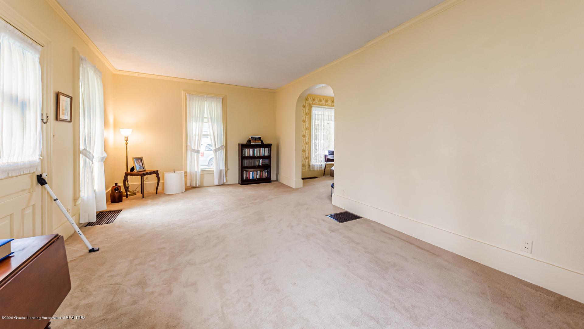 815 W Jefferson St - Living Room - 15
