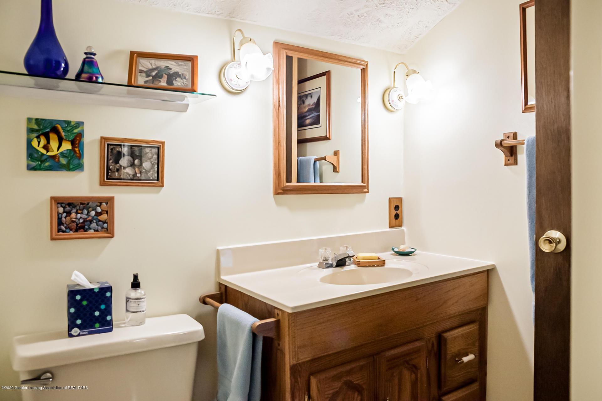 815 W Jefferson St - Bathroom - 24