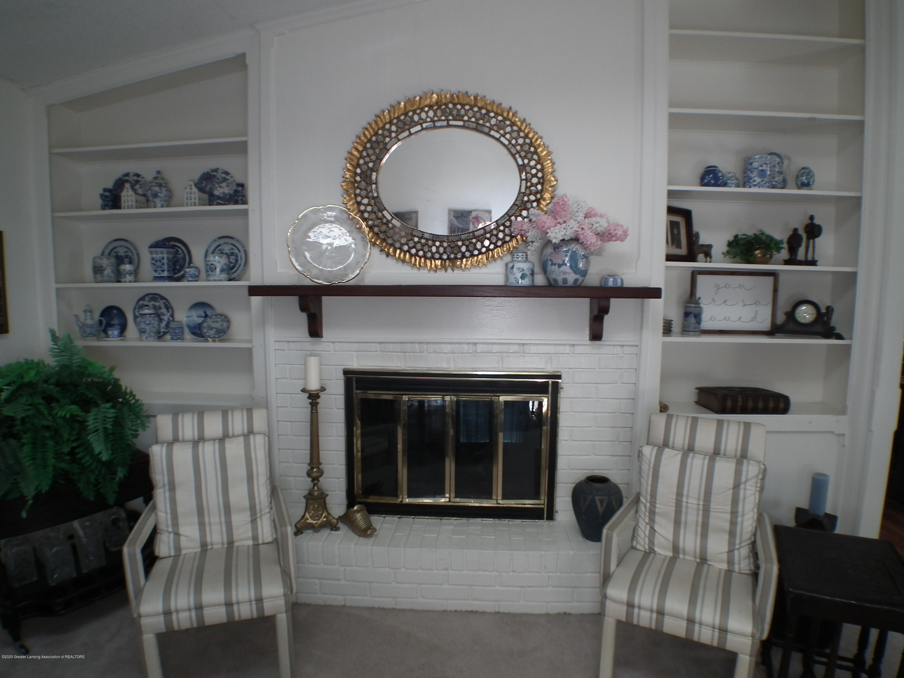 5600 Grand River Dr - Living Room Hearth - 6