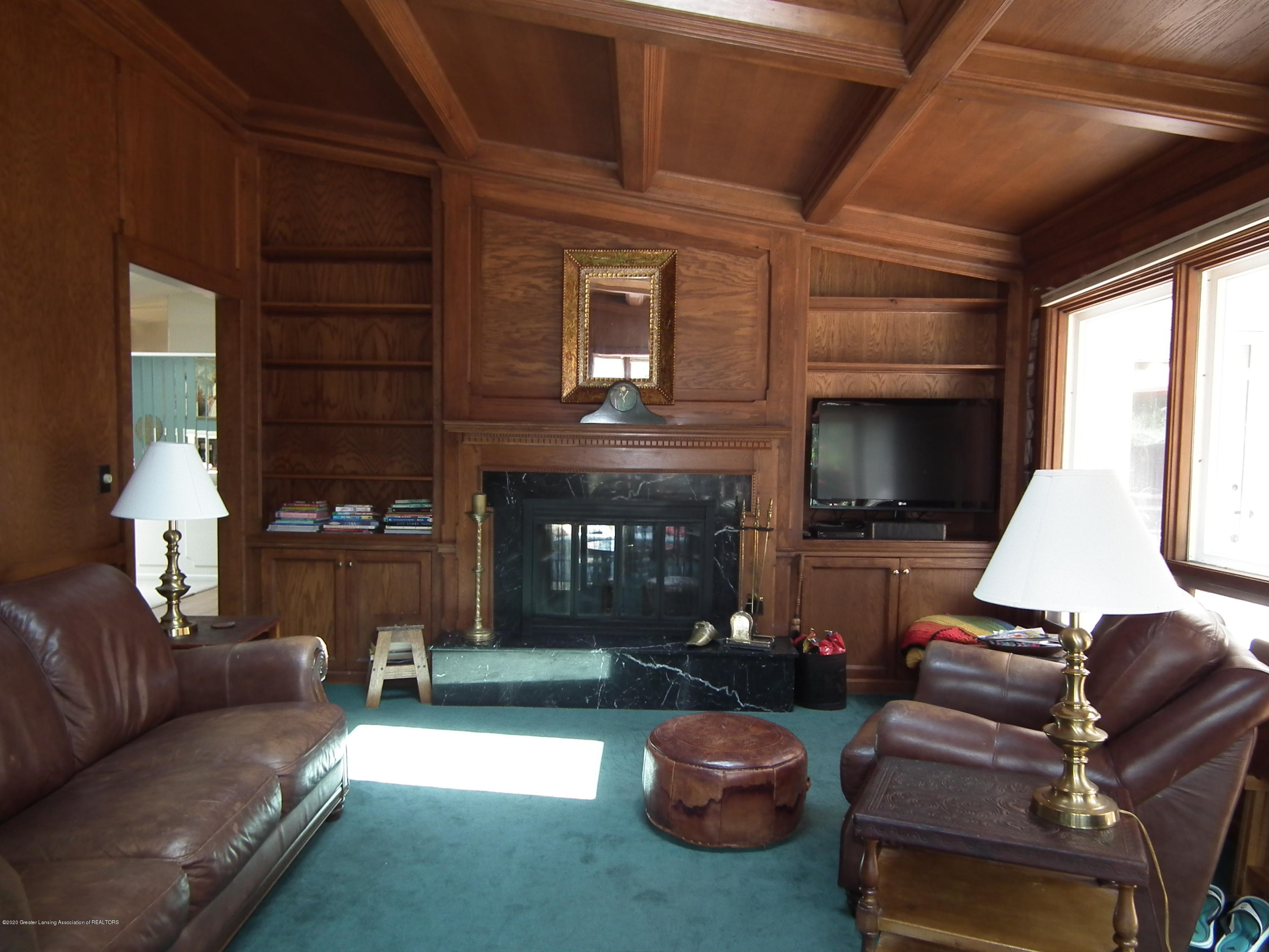 5600 Grand River Dr - Family room c - 16
