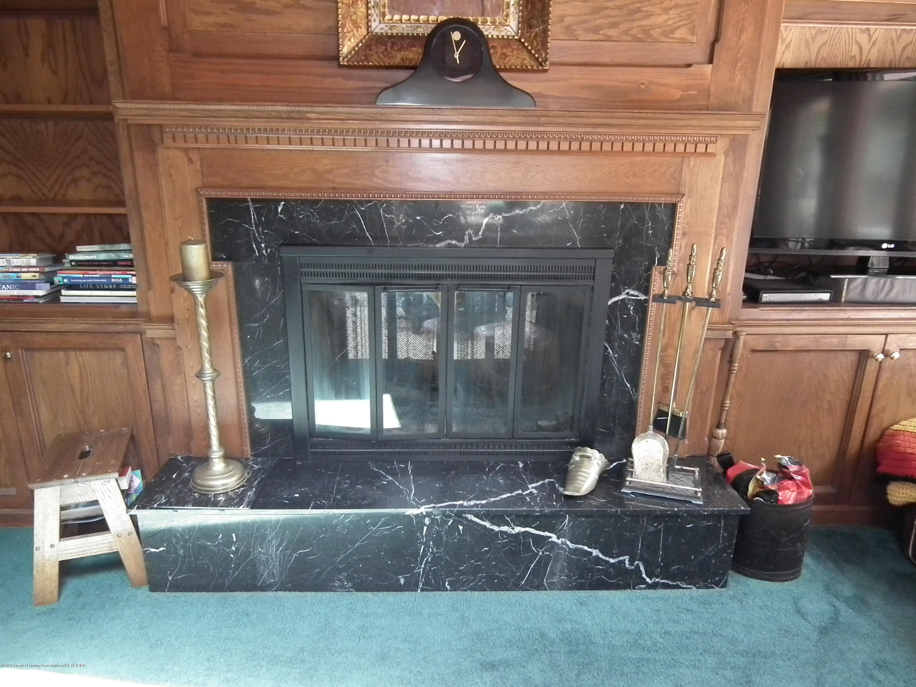 5600 Grand River Dr - Family Room Hearth - 17