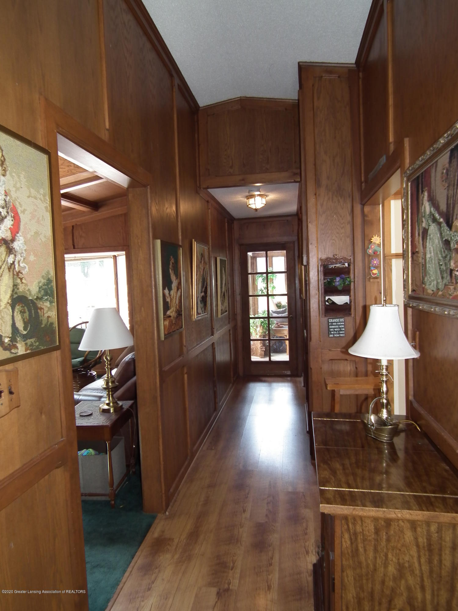 5600 Grand River Dr - Hallway to 4 seasons - 9