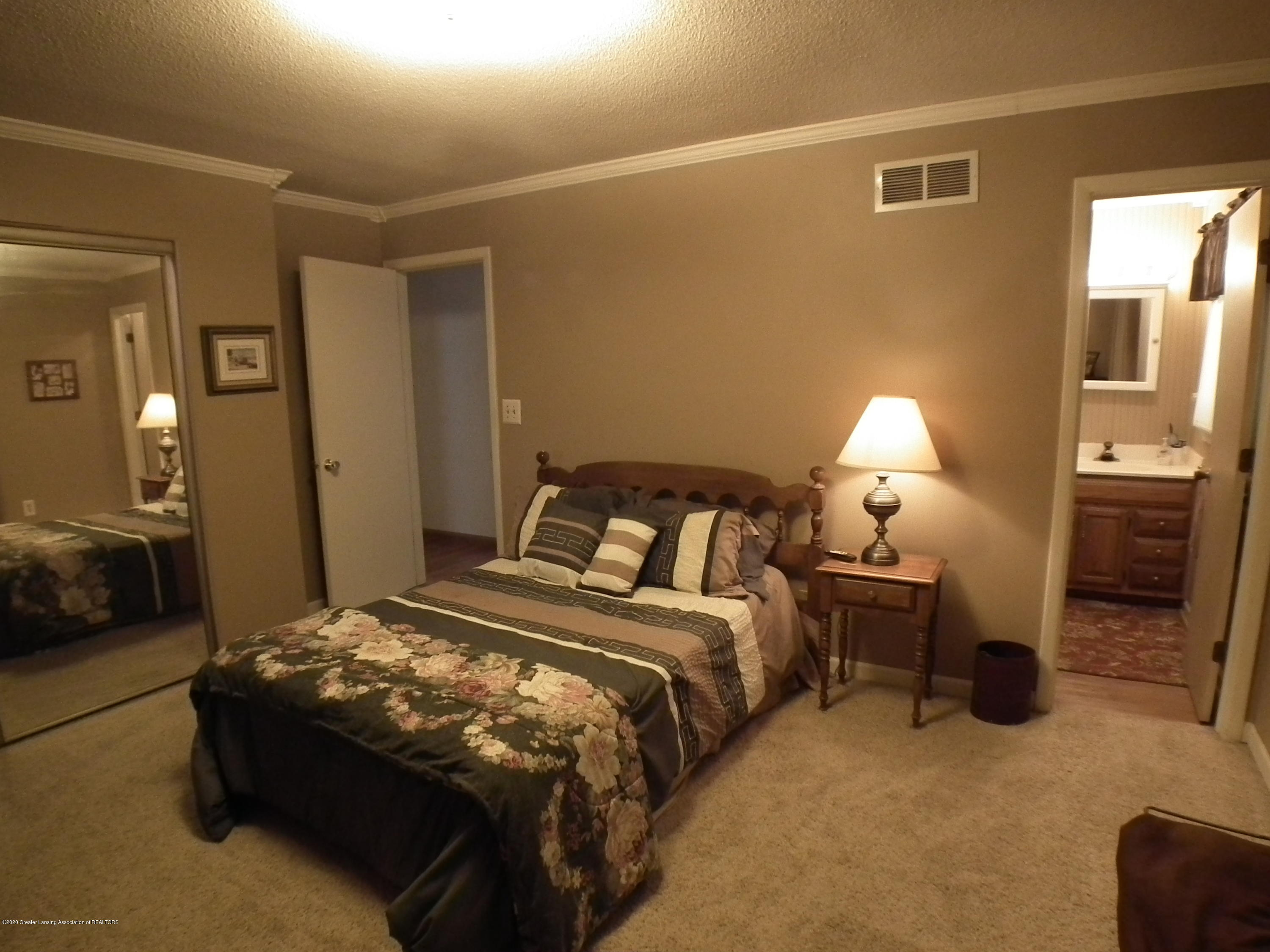 5600 Grand River Dr - 2nd bedroom  and bath - 25