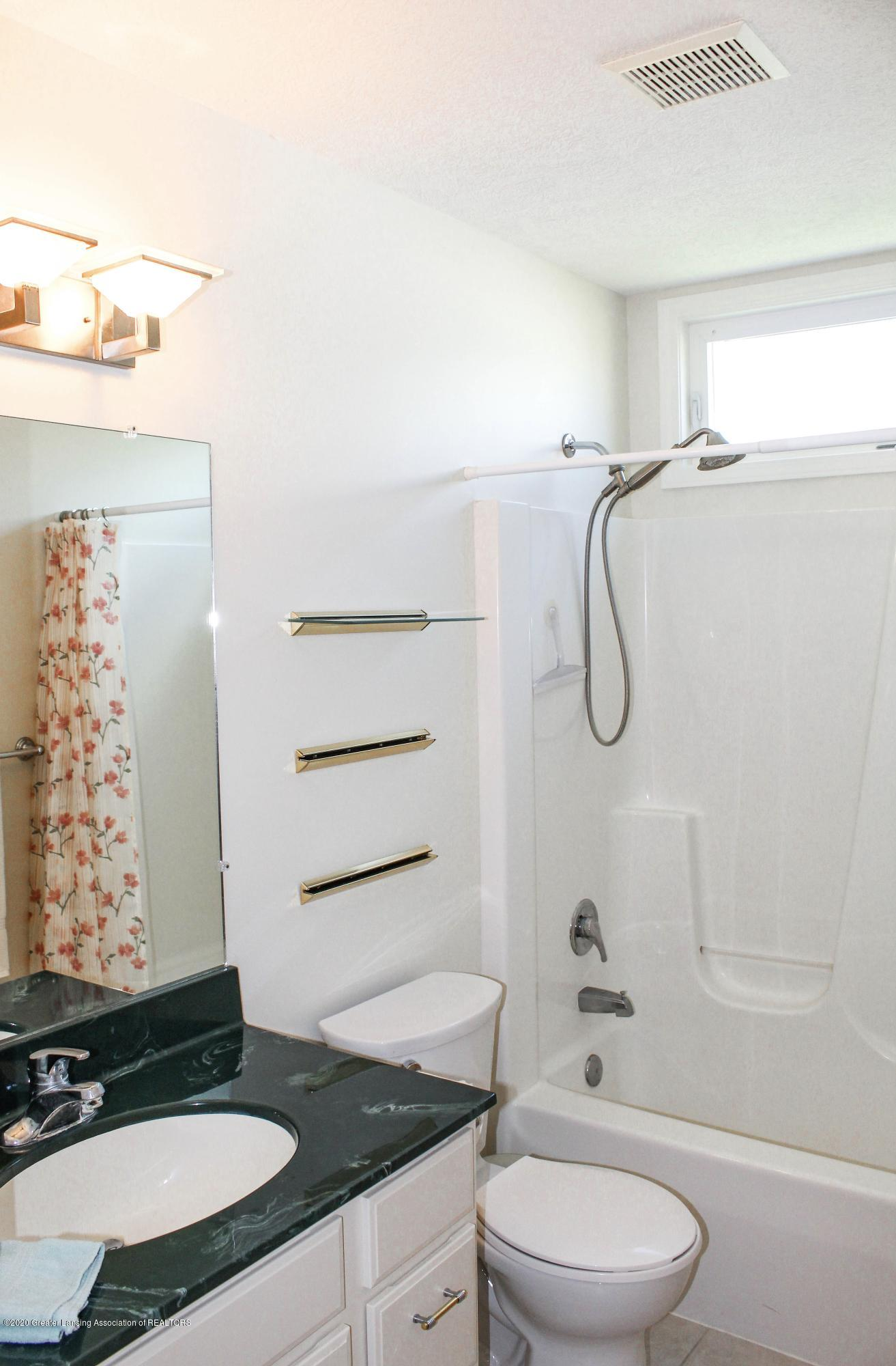 1086 Williamsburg Ct - Bathroom 2 - 32