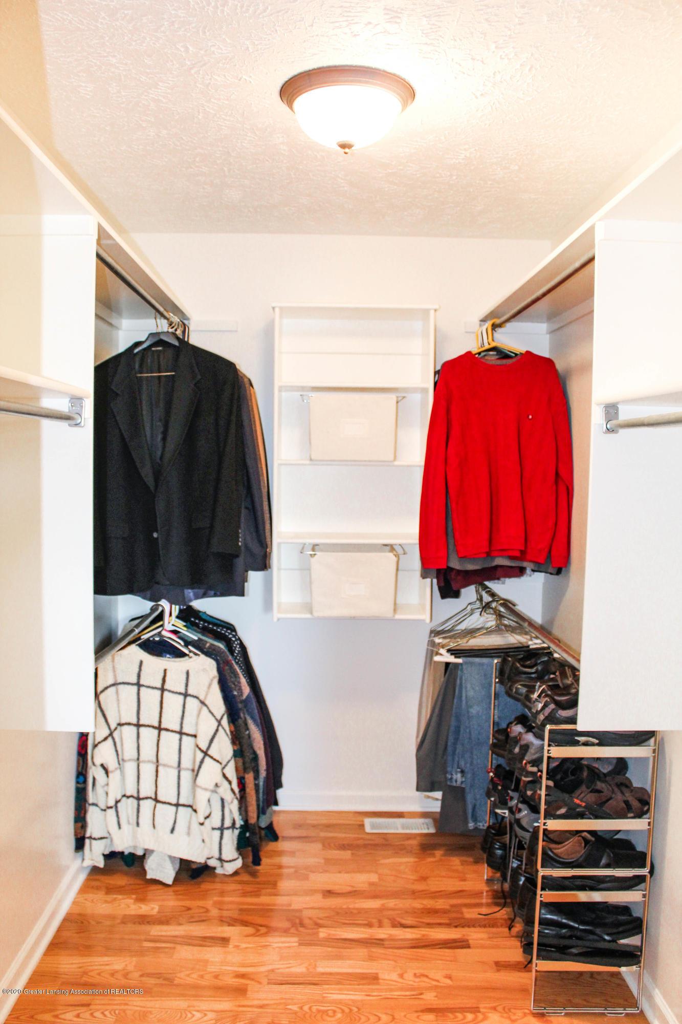 1086 Williamsburg Ct - Master Walk-in Closet - 21