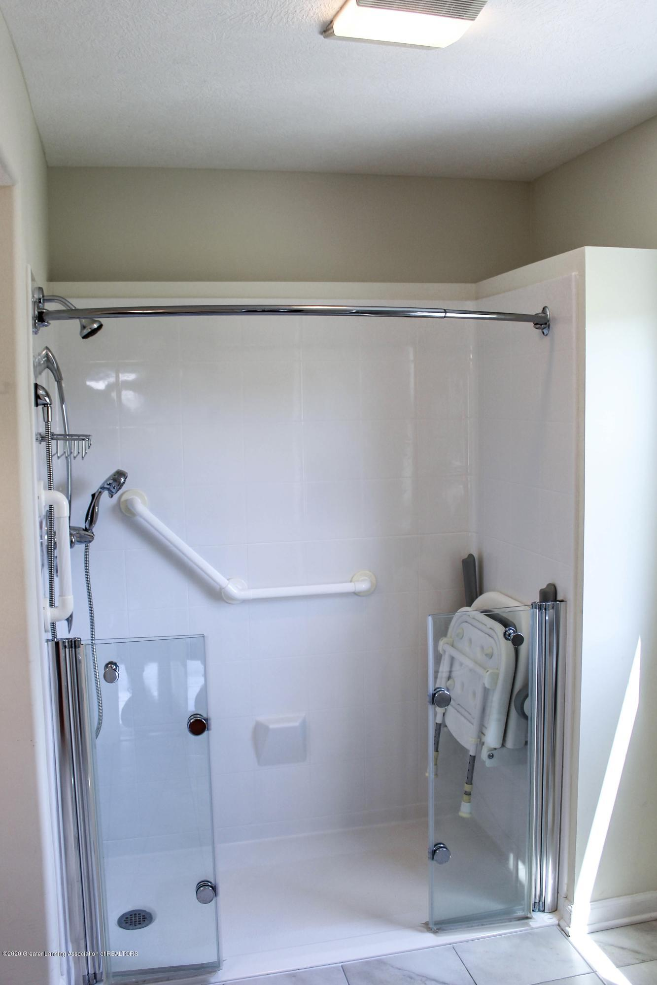 1086 Williamsburg Ct - Master Bath - 22