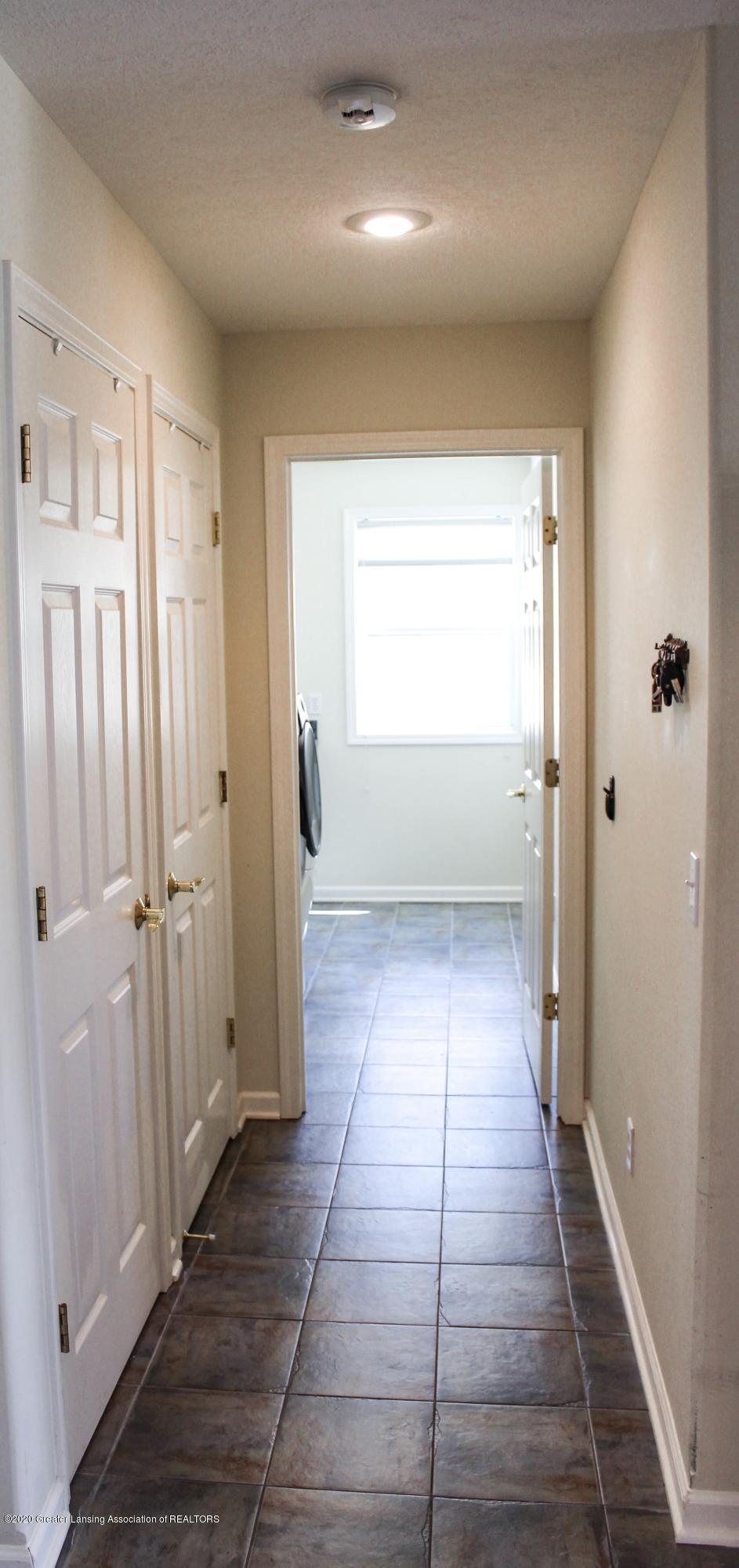 1086 Williamsburg Ct - Hallway - 35