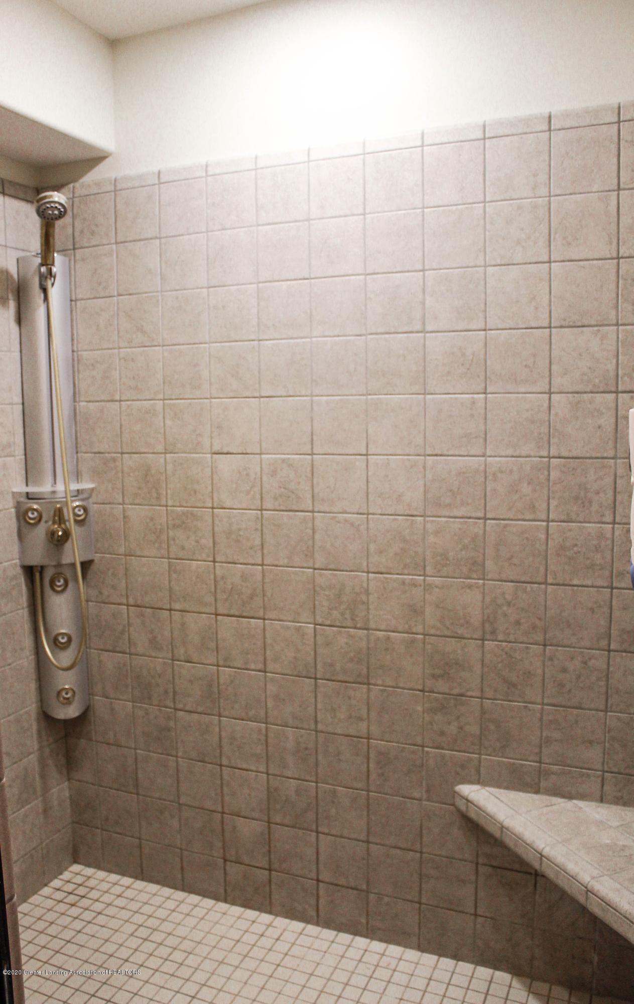 1086 Williamsburg Ct - Tiled Spa Shower - 45
