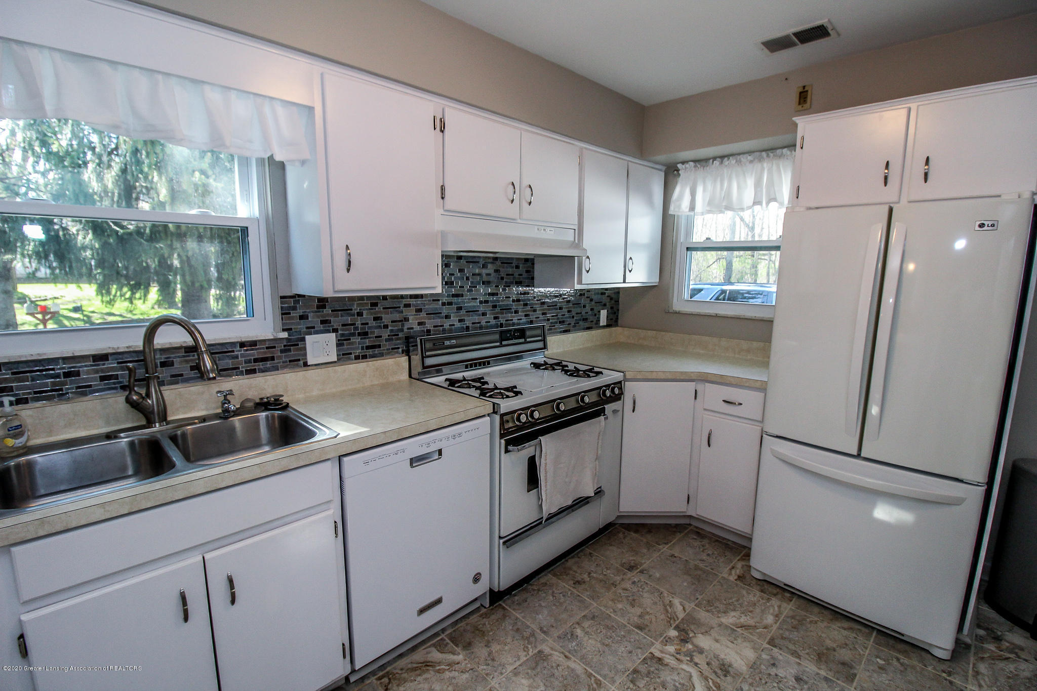 13259 Allen St - Kitchen - 16