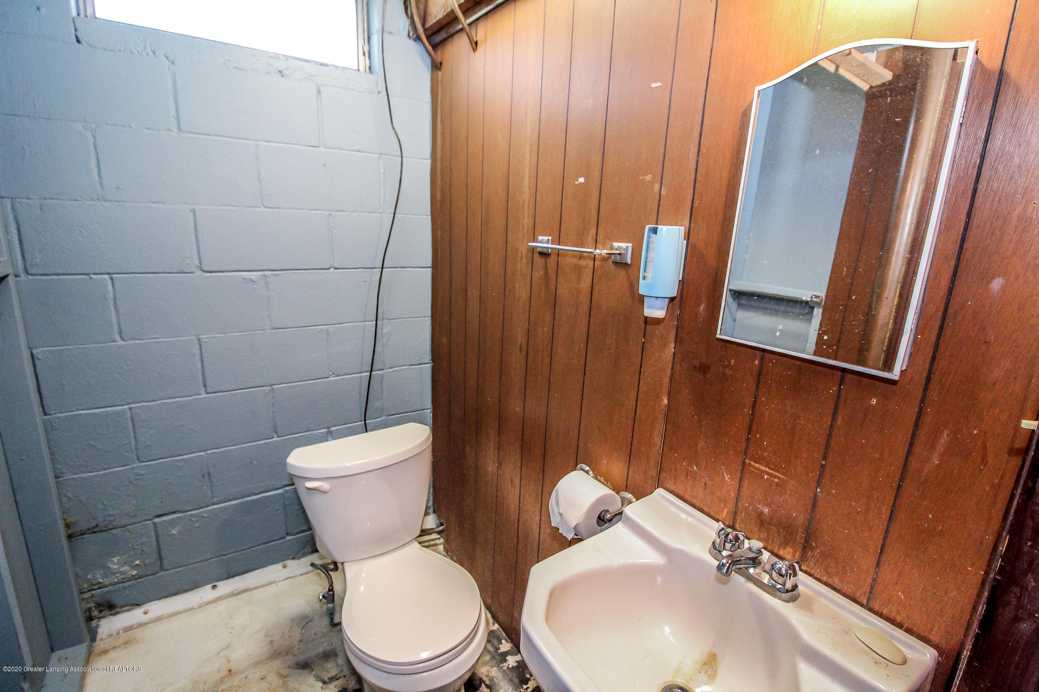 13259 Allen St - Half Bath Lower Level - 32