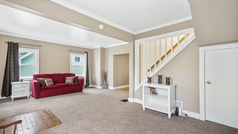 411 S River St - Living Room - 4