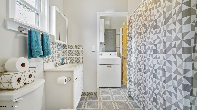 411 S River St - Bathroom - 14