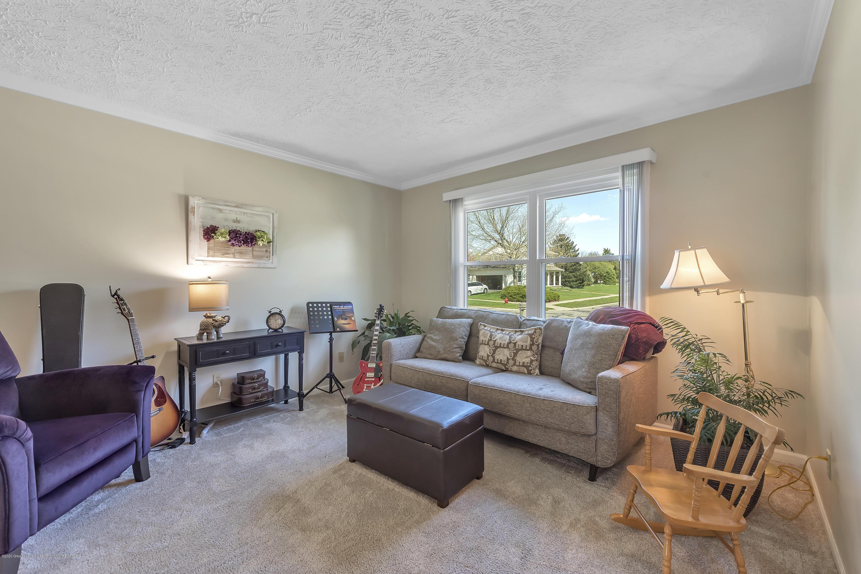 5575 Canoga Ln - Living Room - 5