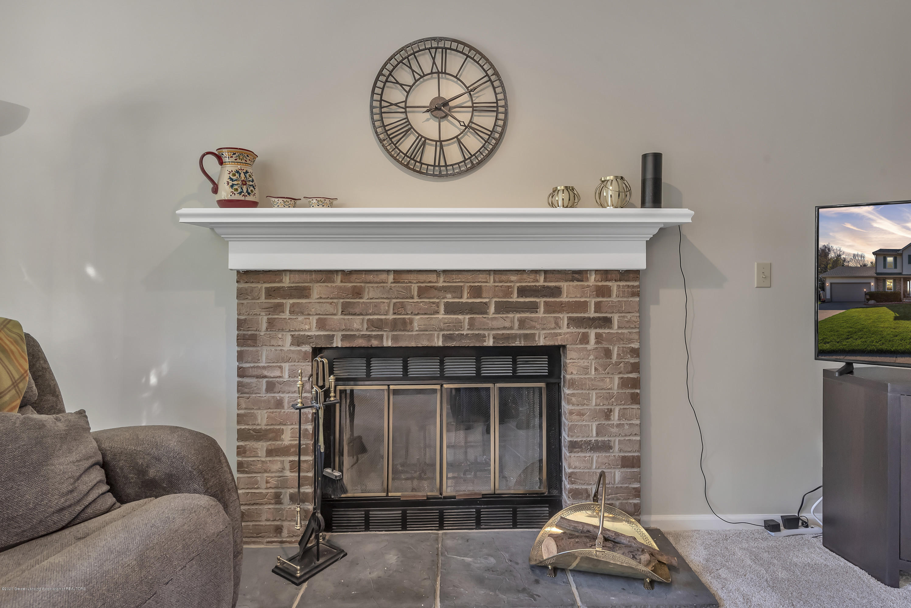 5575 Canoga Ln - Fireplace - 9