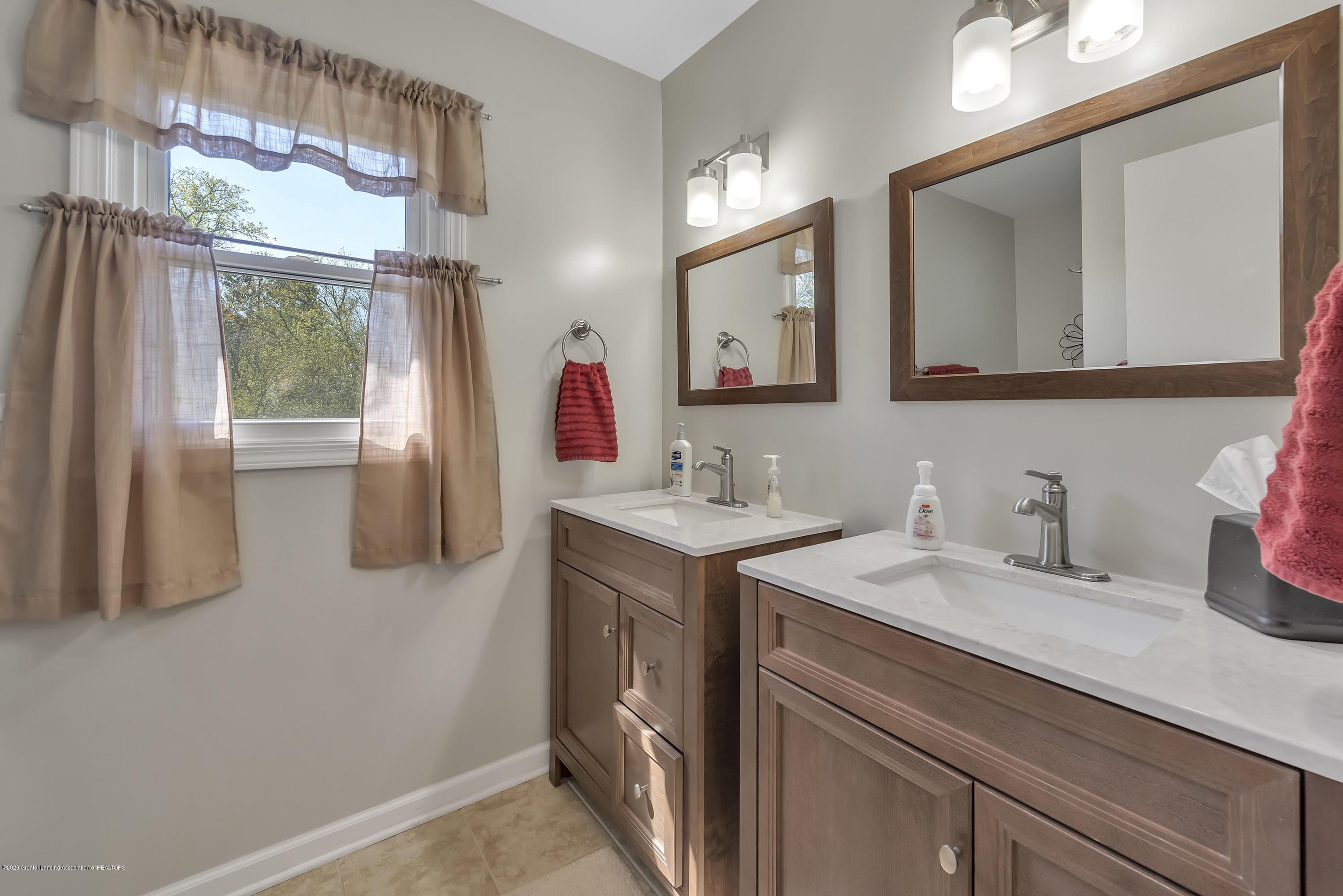 5575 Canoga Ln - Main Bath - 17