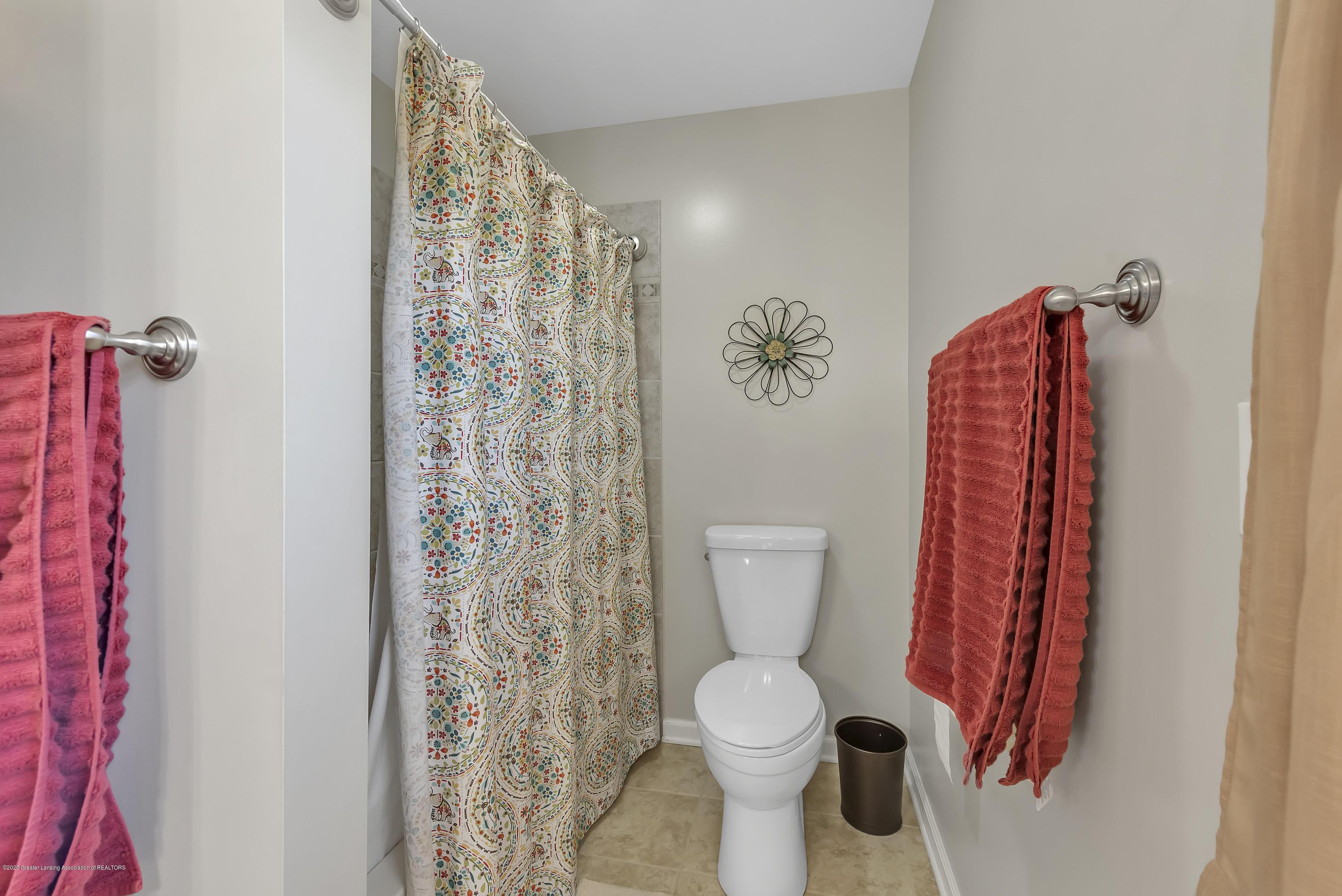 5575 Canoga Ln - Main Bath - 18