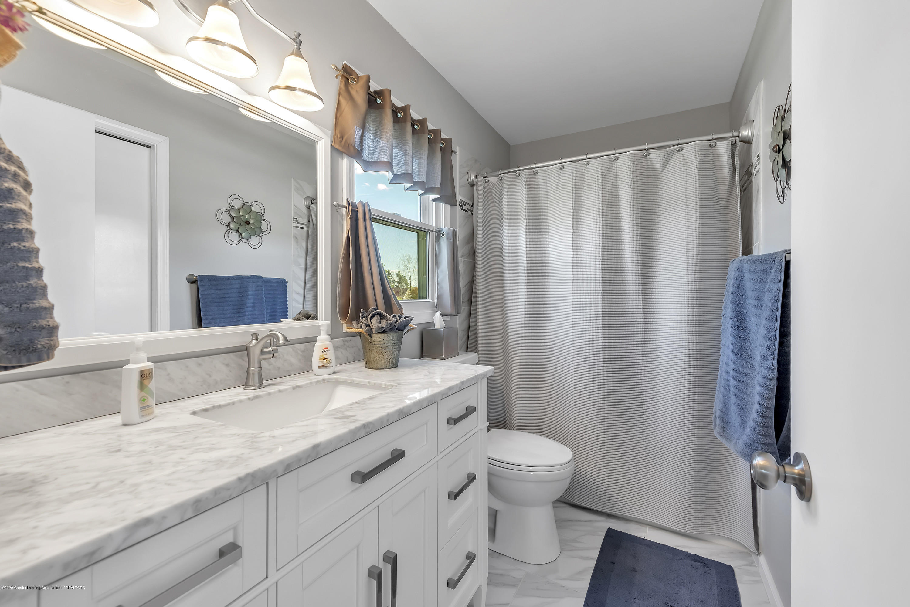 5575 Canoga Ln - Master Bathroom - 25
