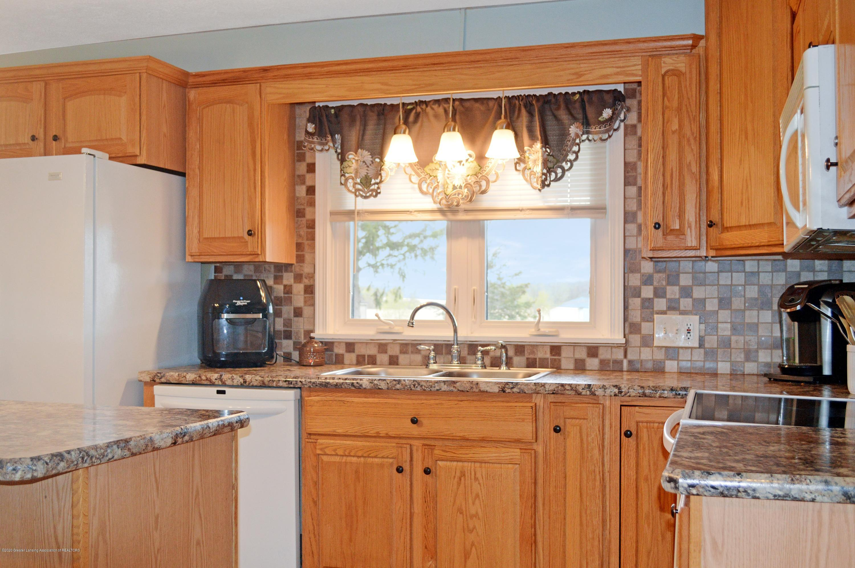 1636 S Lansing St - Kitchen - 5