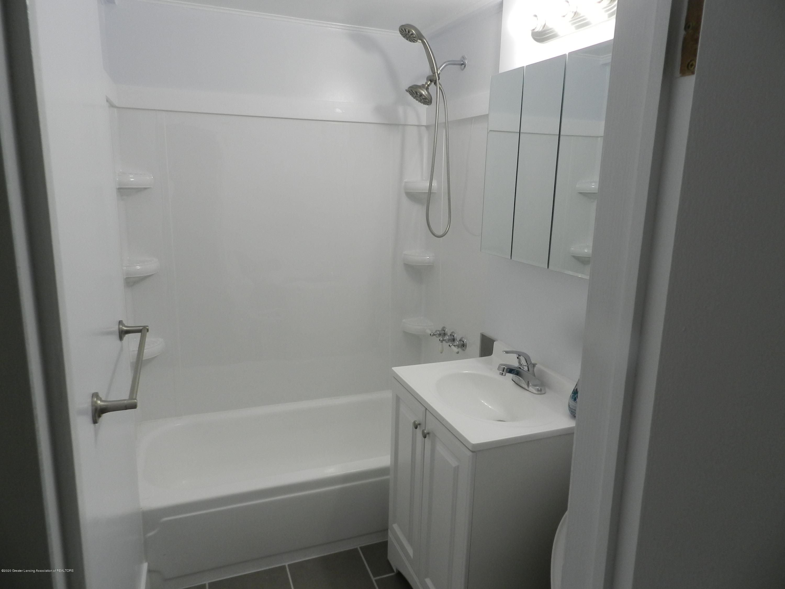 6130 Porter Ave - Full Bath - 16